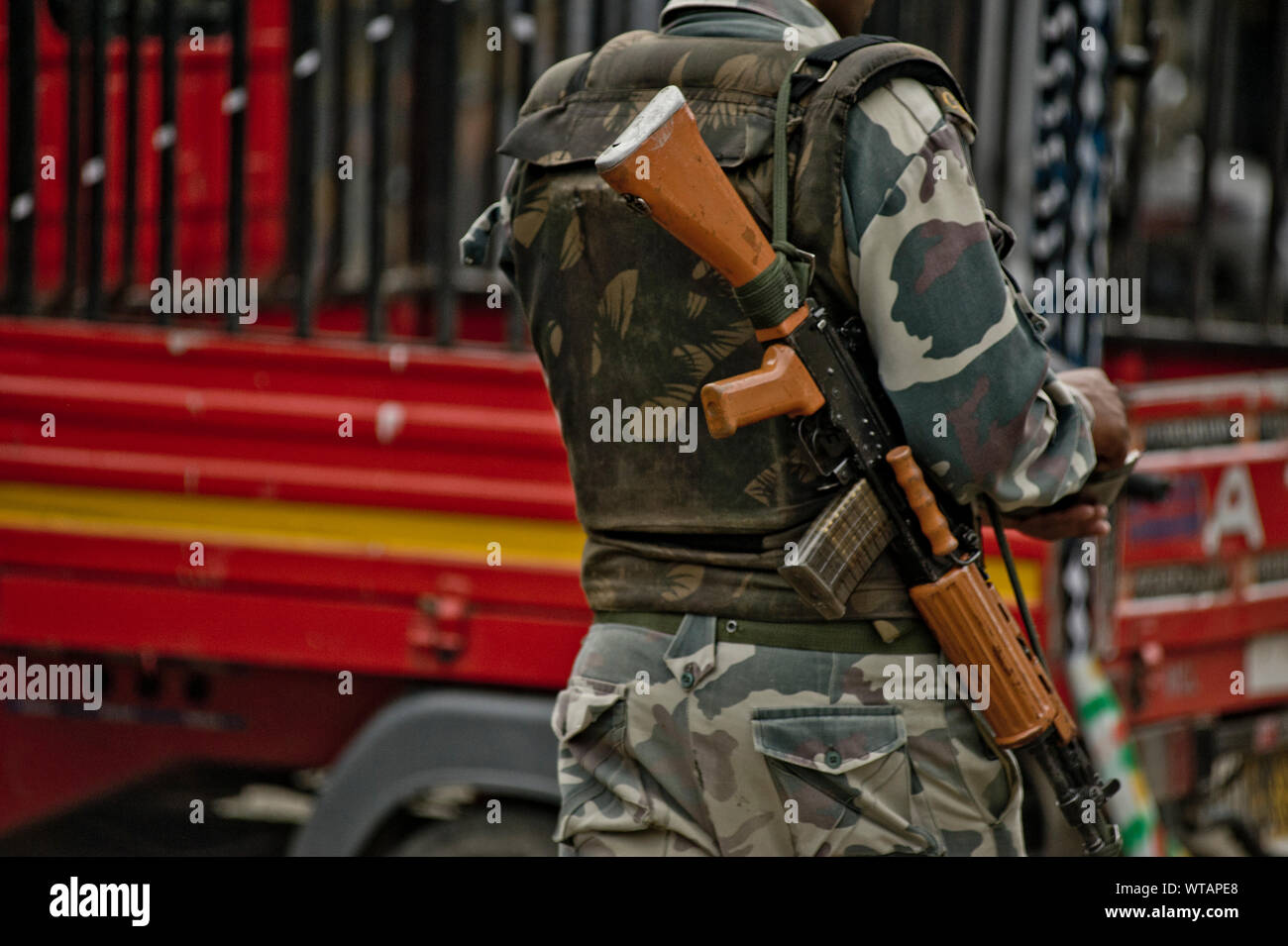 Indian Army Soldier Gun High Resolution Stock Photography And Images Alamy