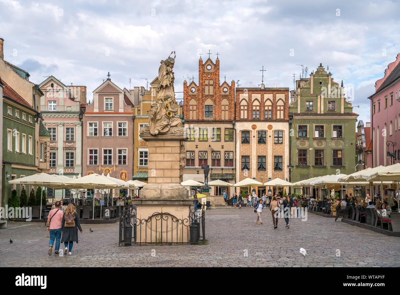 Nepomukstatue und Alter Markt in Posen, Polen, Europa    Nepomuk statue  on the Old marketplace,  Poznan, Poland, Europe Stock Photo
