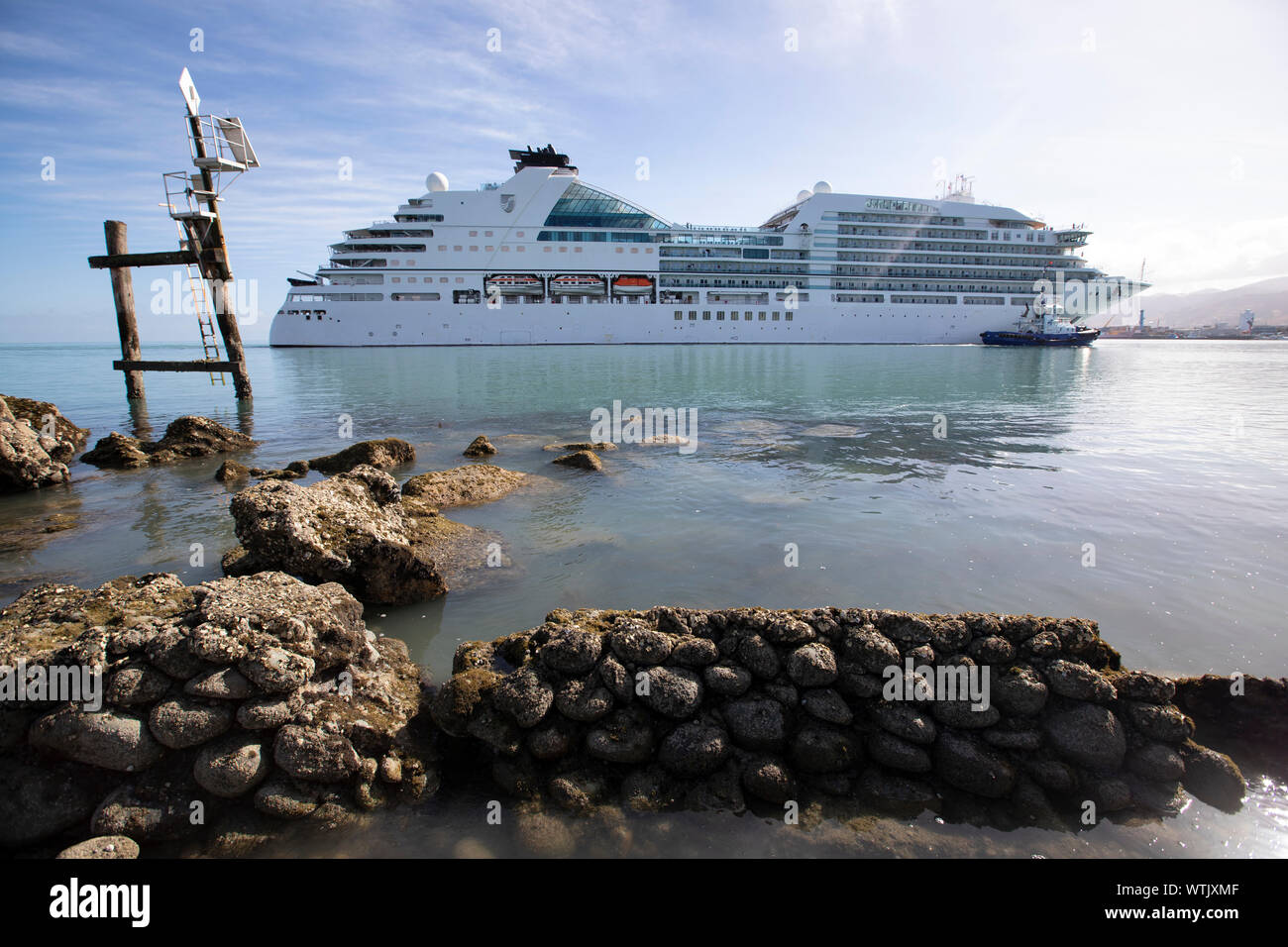 Picture by Tim Cuff - 25 January 2019 - Arrival of cruise ship Seabourn Encore into Port Nelson, New Zealand Stock Photo