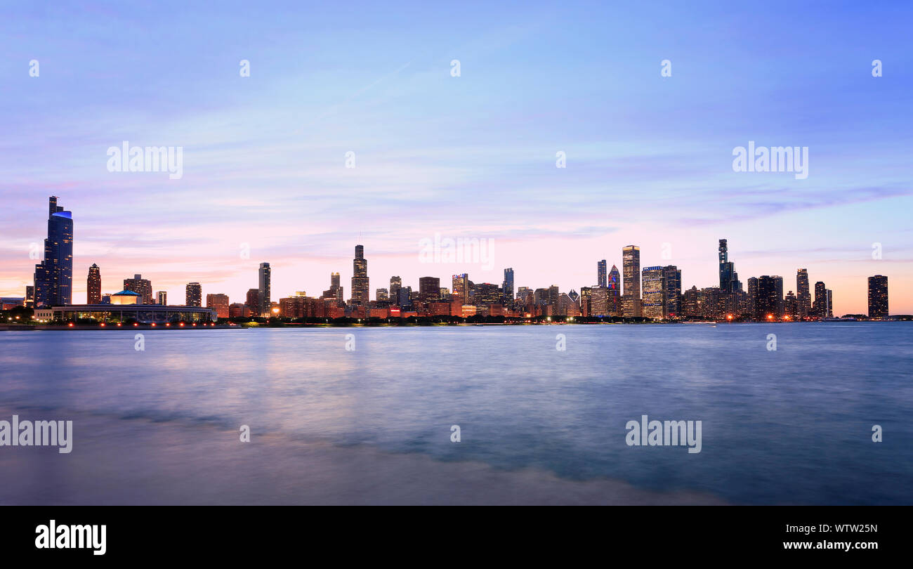 Chicago Skyline At Sunset With Lake Michigan On The Foreground Il Usa Stock Photo Alamy