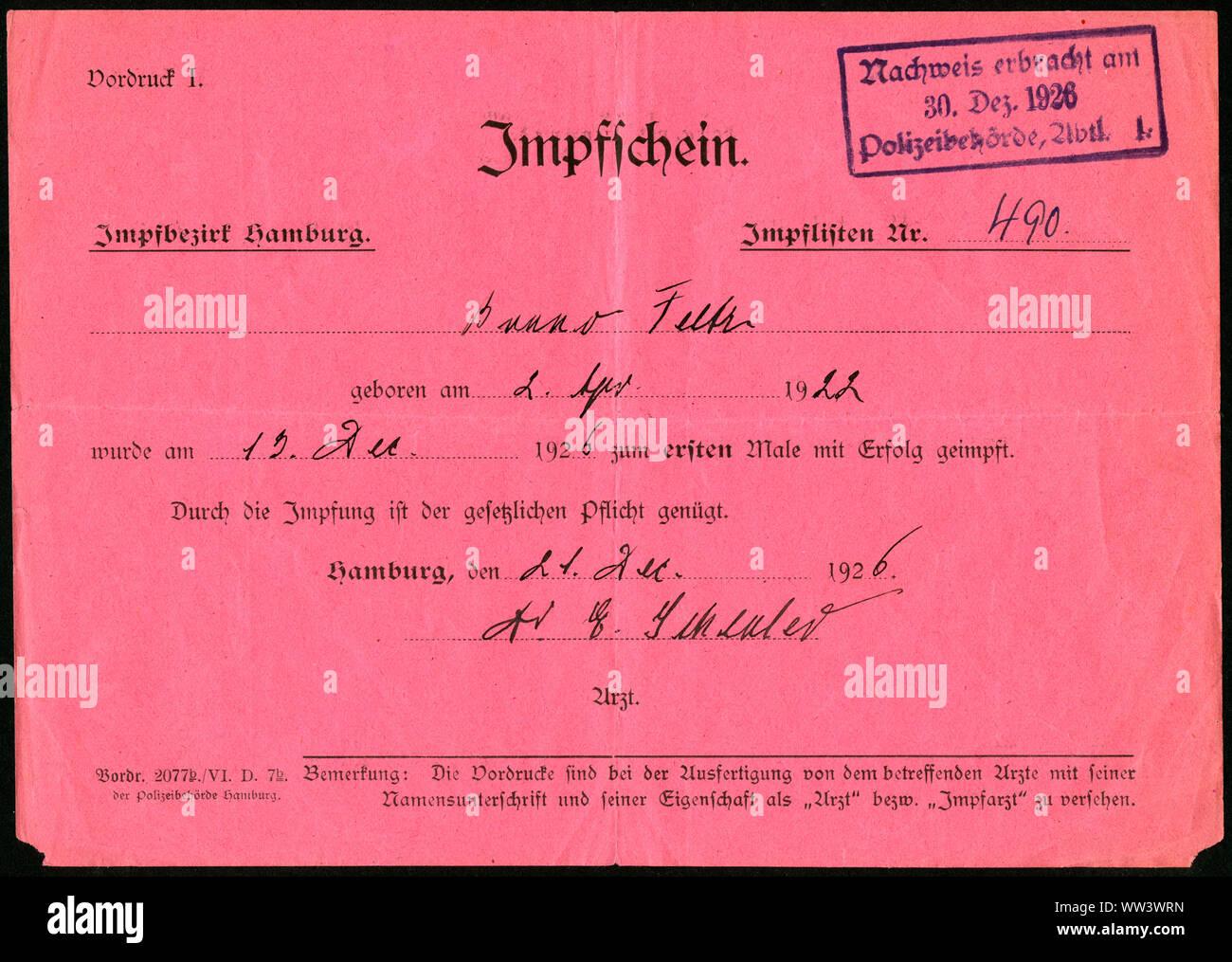 Deutschland, Impfschein aus dem Jahr 1926 , Vorderseite . / Germany, vaccination certificate, from 1926 , front side. Stock Photo