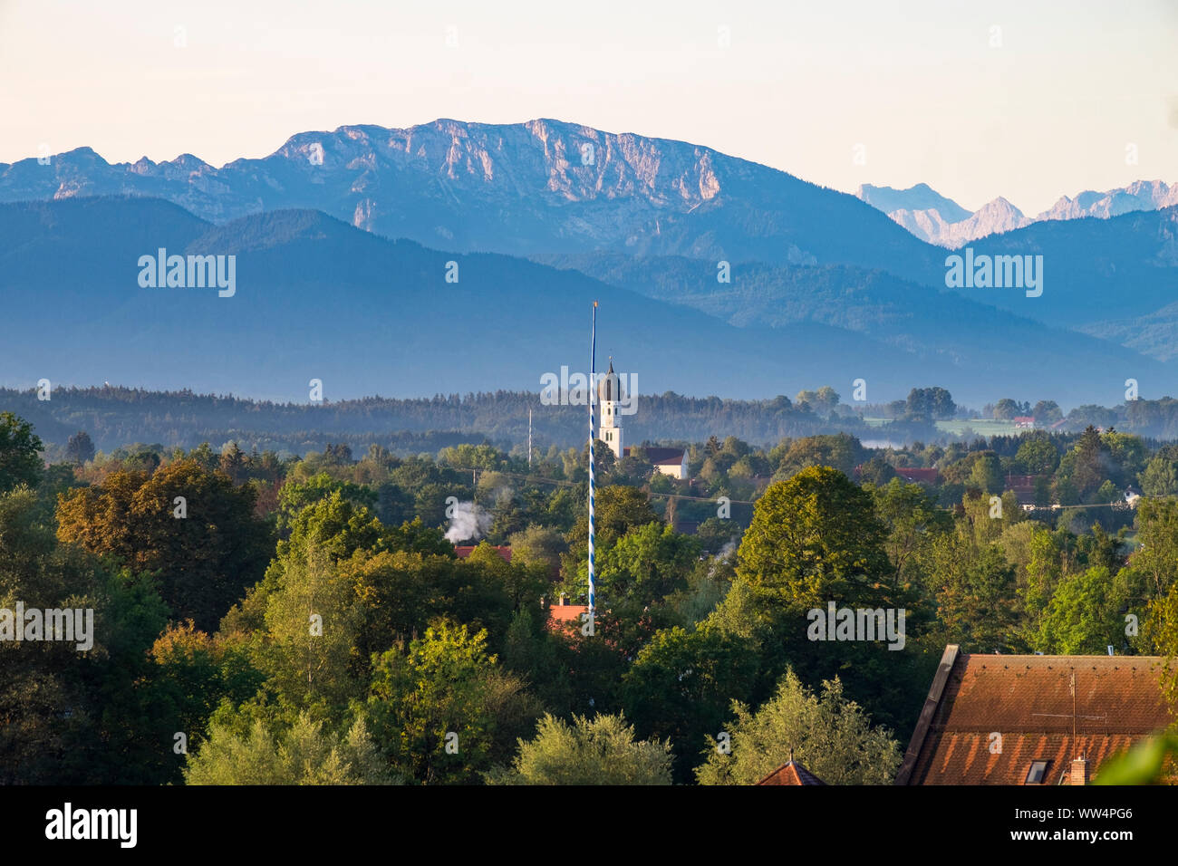 Church in Gelting near Geretsried and Benediktenwand, view from Wolfratshausen, Upper Bavaria, Bavaria, Germany Stock Photo