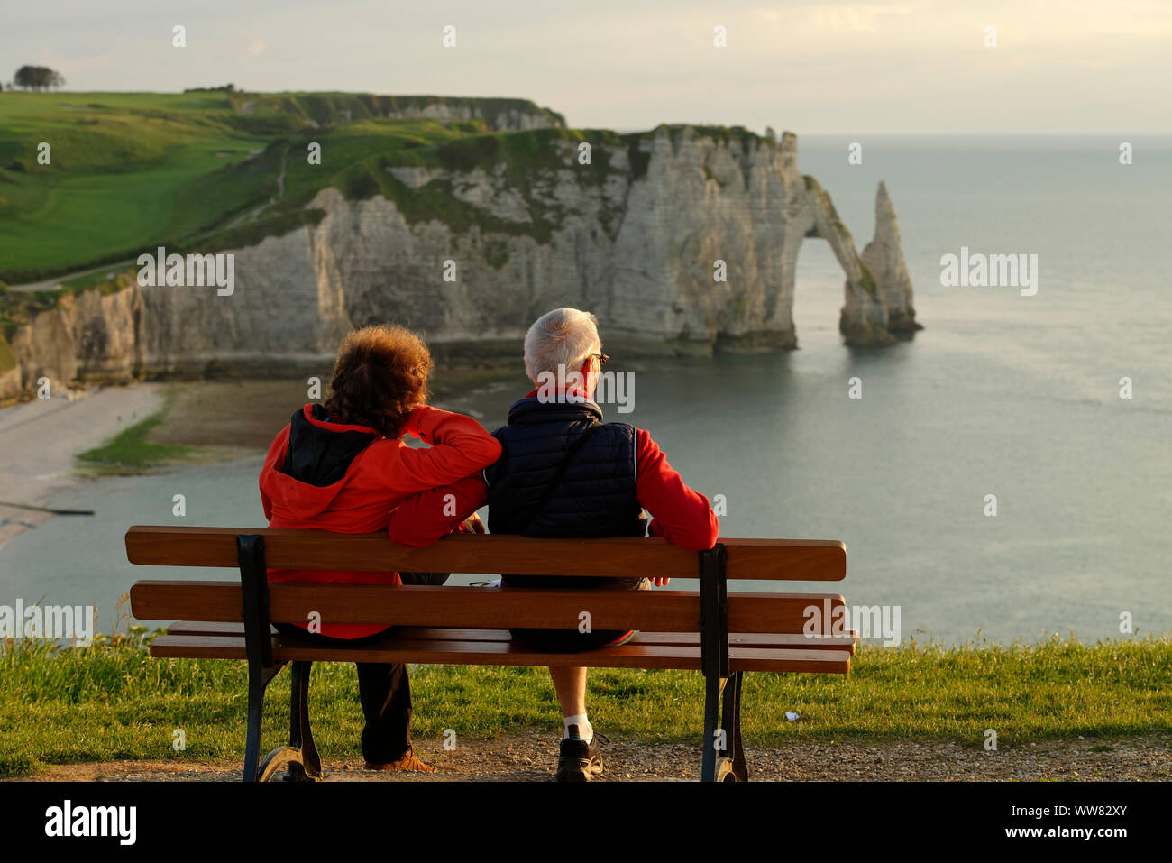 View to the rock needle L' Aiguille and Falaise d'Aval with Porte d'Aval in the evening light, Seine-Maritime, Etretat, Normandy, France Stock Photo