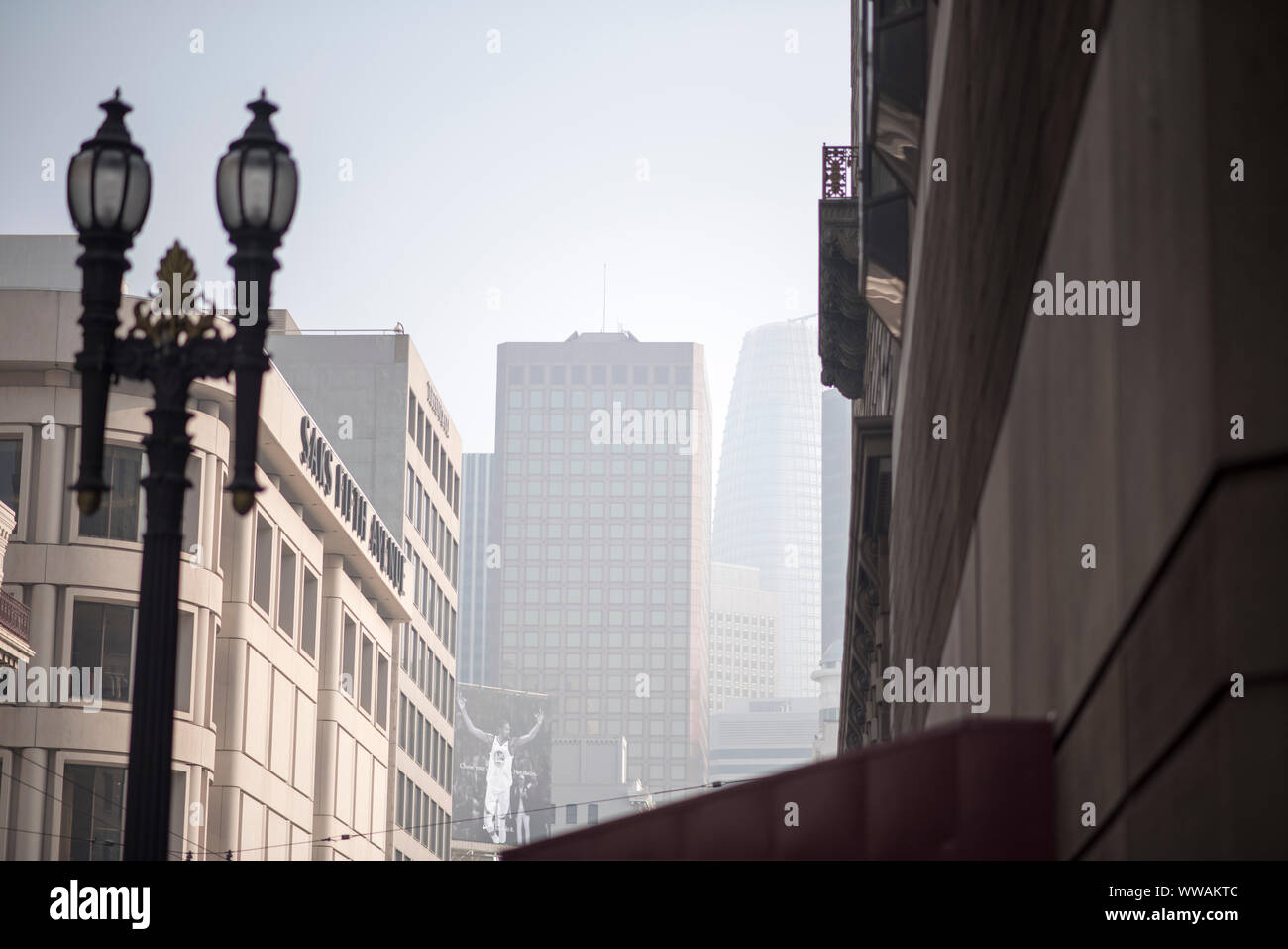 San Francisco, California - November 17, 2018: Smoke from the Camp Fire in Northern California fills the sky of Union Square in San Francisco. Stock Photo