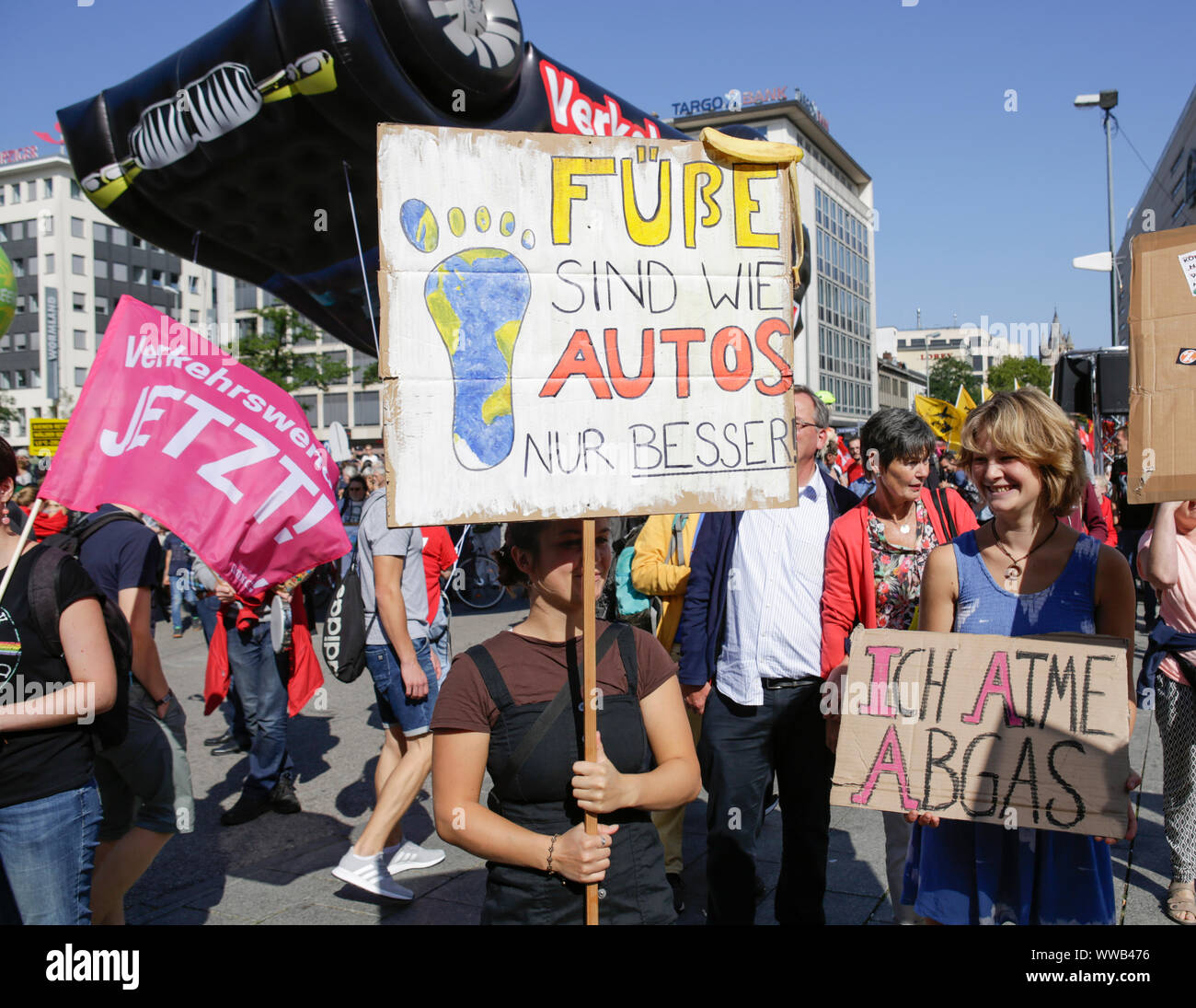Just Better Cars >> Frankfurt Germany 14th Sep 2019 A Protester Holds A Sign