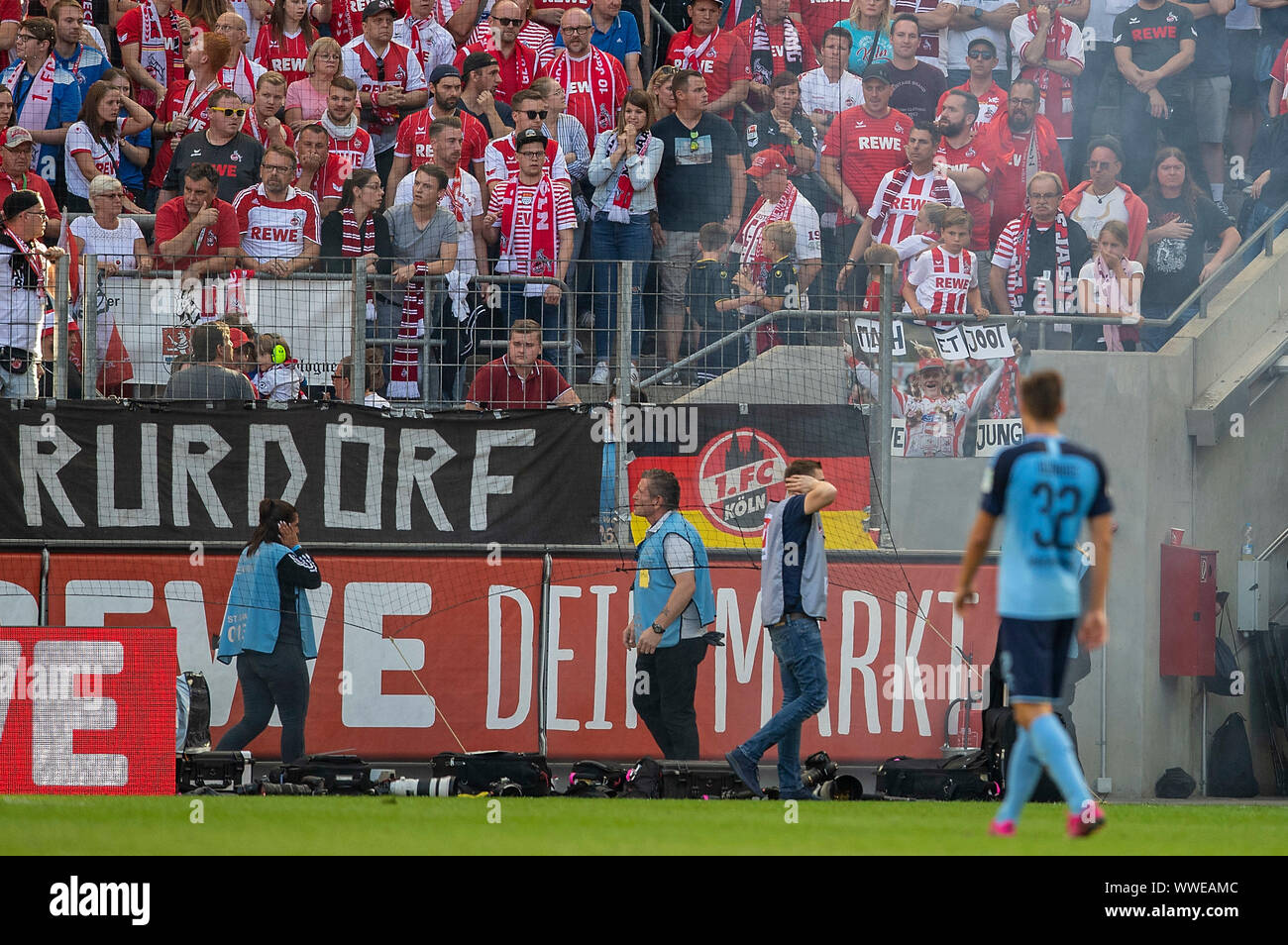 A bang explodes on the sidelines, folders and photographers hold their ears. Soccer 1. Bundesliga, 4.matchday, FC Cologne (K) - Borussia Monchengladbach (MG), on 14/09/2019 in Koeln/Germany. ¬   usage worldwide Stock Photo