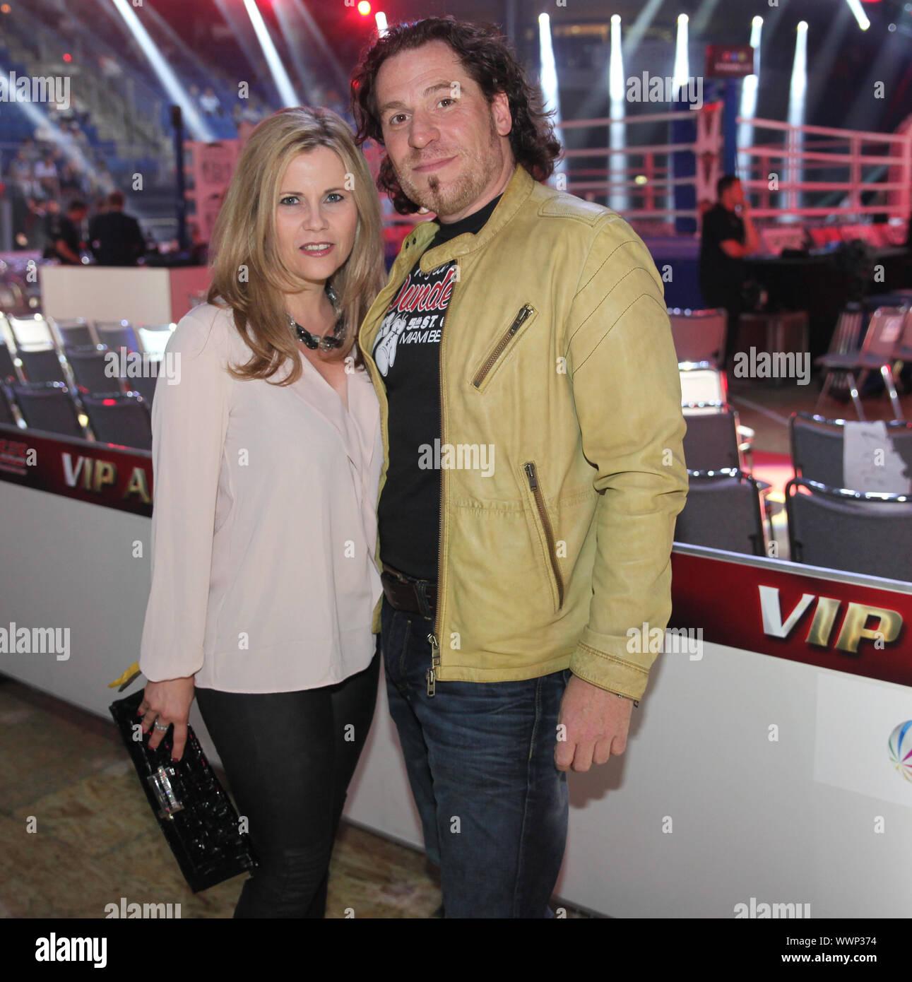 Schauspielerin Michaela Schaffrath,Freund Carlos Anthonyo WBA-WM-Kampf Chagaev-Pianeta in Magdeburg Stock Photo