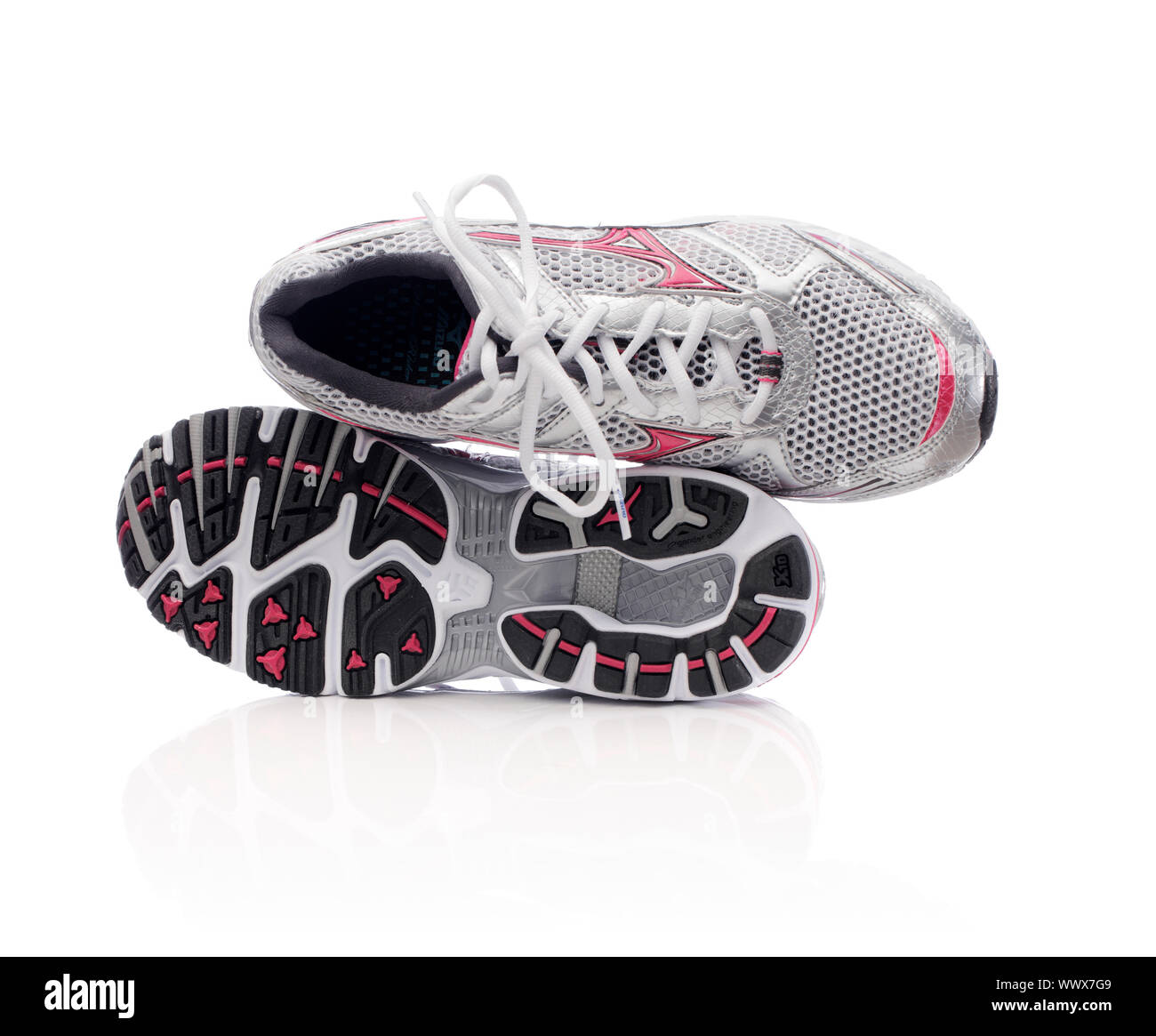 mizuno womens volleyball shoes size 8 queen mary's