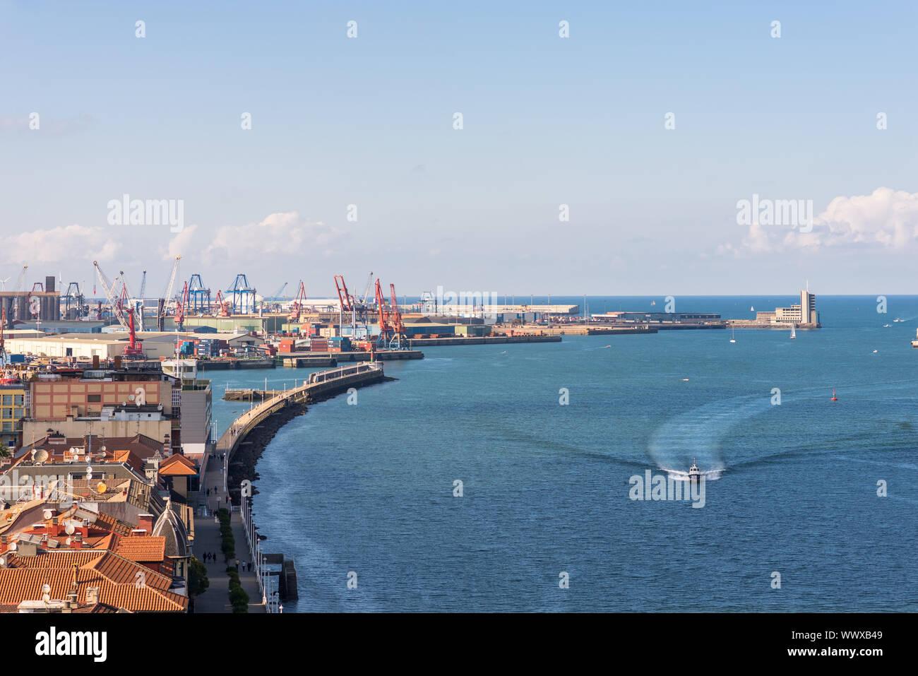 On top of the Vizcaya Bridge between Las Arenas and Portugalete Stock Photo