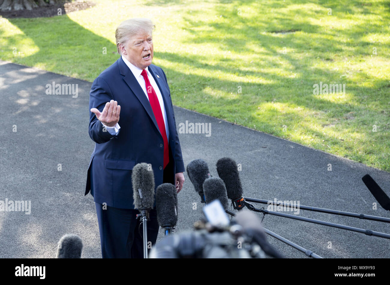 Washington, DC, USA. 16th Sep, 2019. September 16, 2019 - Washington, DC, United States: President DONALD TRUMP talking with reporters near the South Lawn of the White House as he leaves on the Marine One helicopter to start his journey to attend a ''Keep America Great Rally'' in Albuquerque, New Mexico. Credit: Michael Brochstein/ZUMA Wire/Alamy Live News Stock Photo