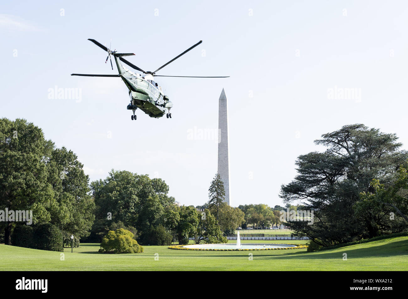 Washington, DC, USA. 16th Sep, 2019. September 16, 2019 - Washington, DC, United States: President Donald Trump leaving on the Marine One helicopter to start his journey to attend a ''Keep America Great Rally'' in Albuquerque, New Mexico. Credit: Michael Brochstein/ZUMA Wire/Alamy Live News Stock Photo