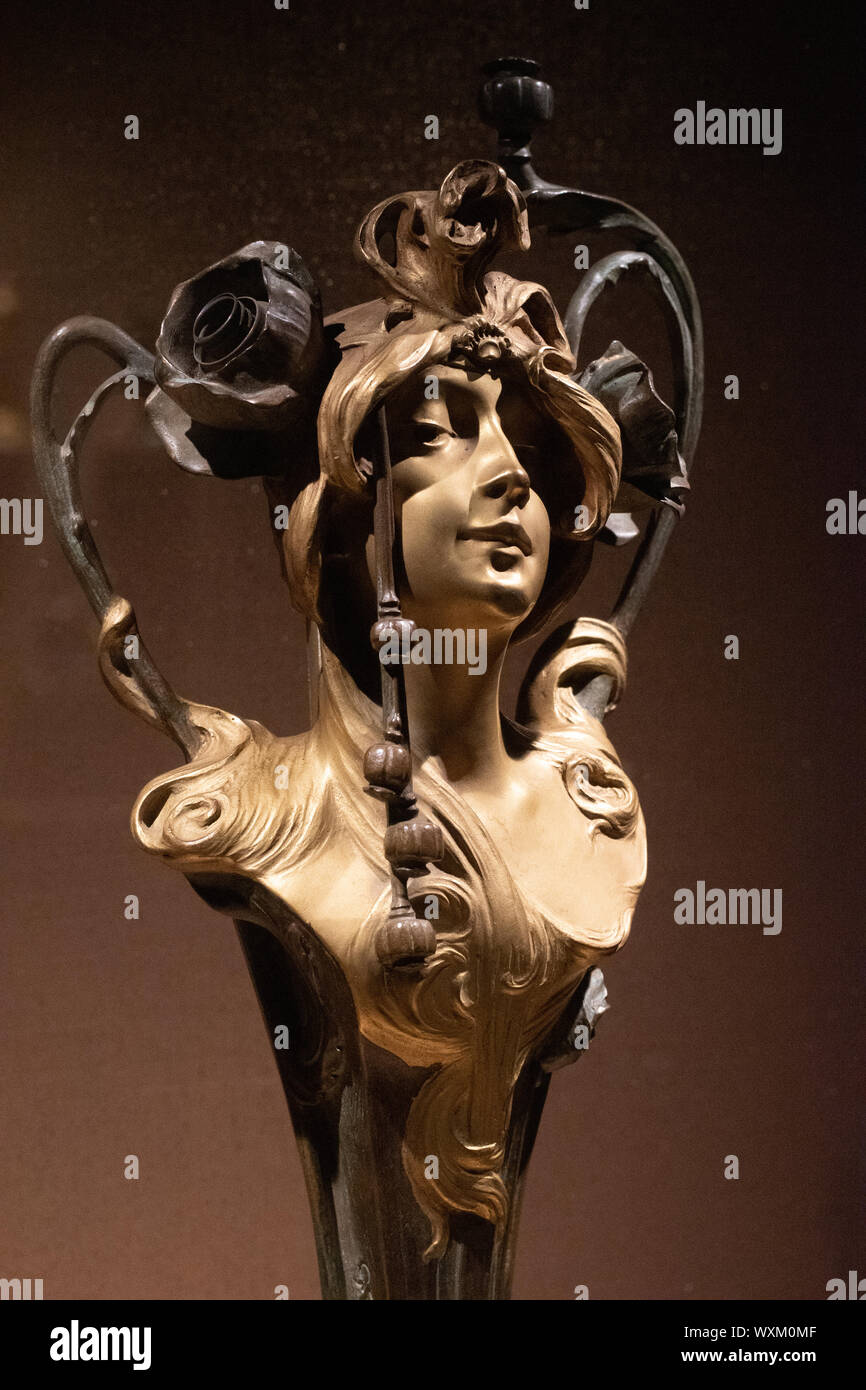 Auguste Flamande, bronze sculpture and wall lamp entitled 'Poppies' displayed in the Brussels Fin de Siecle Museum (ca. 1900) Stock Photo