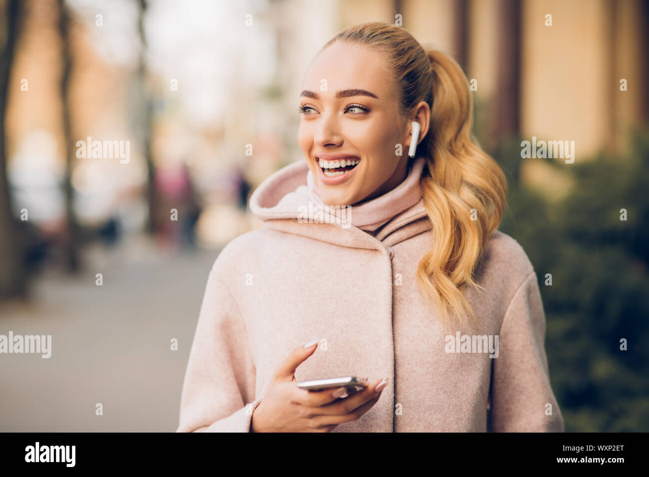 Airpods High Resolution Stock Photography And Images Alamy