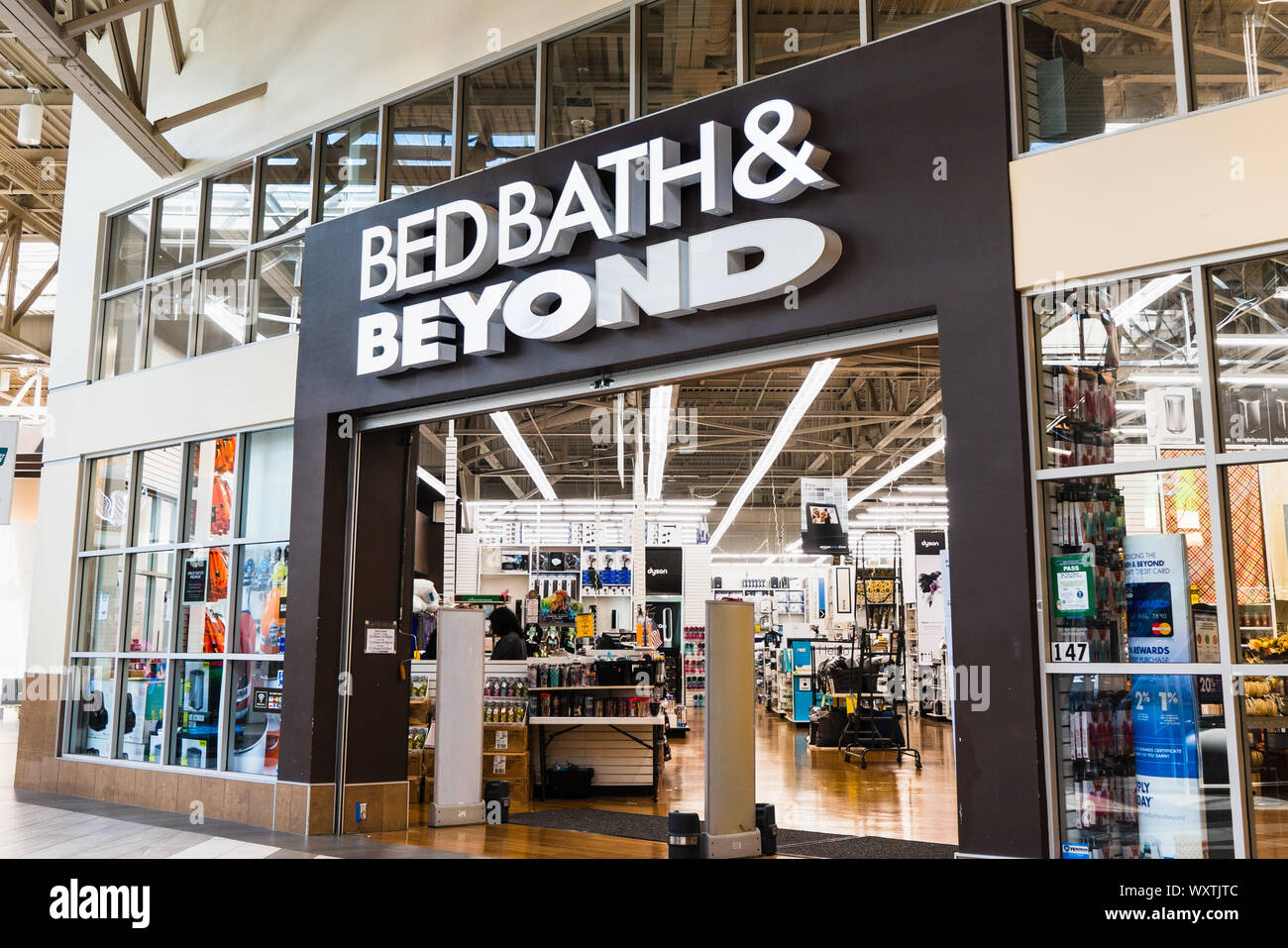 Bed Bath And Beyond Store High Resolution Stock Photography And Images Alamy