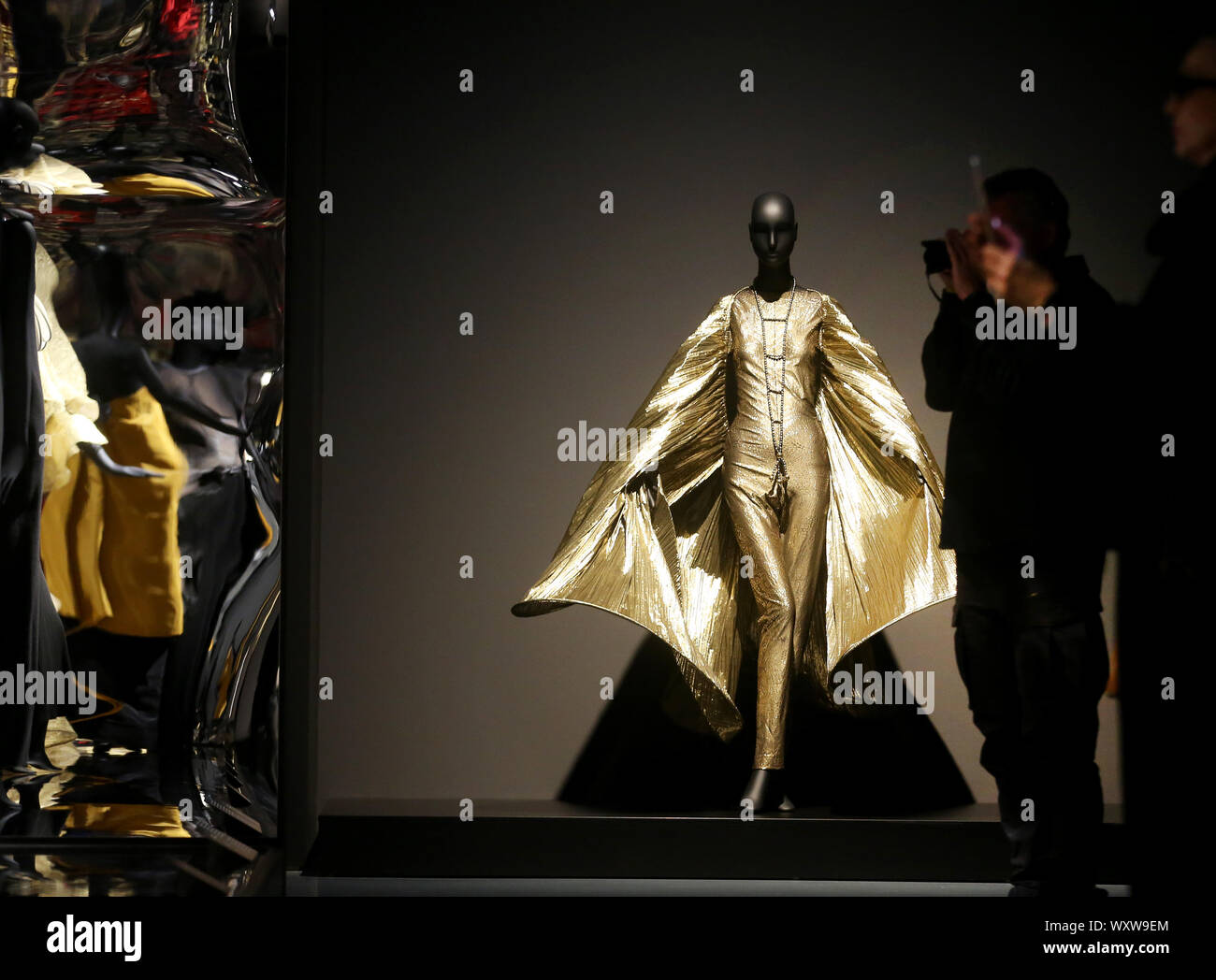 Avant Garde Fashion High Resolution Stock Photography And Images Alamy