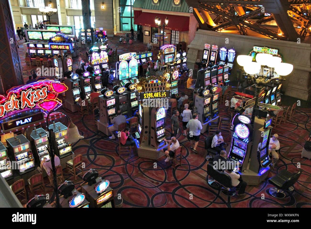 Las Vegas Usa April 14 2014 People Play Games At Paris Las