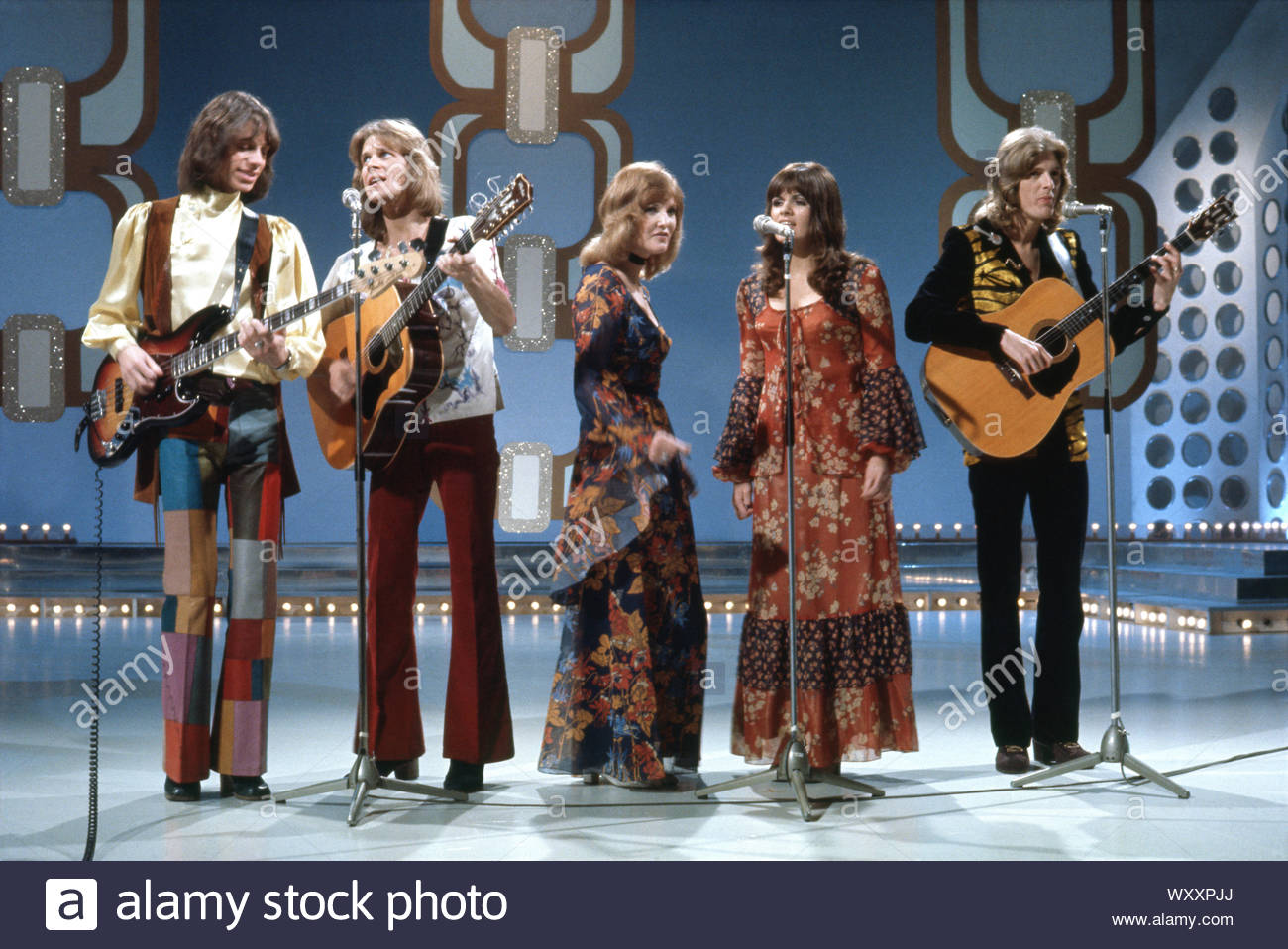 """1971 BRITISH POP GROUP The NEW SEEKERS Photo /""""TOP OF THE POPS/"""" ENGLAND"""