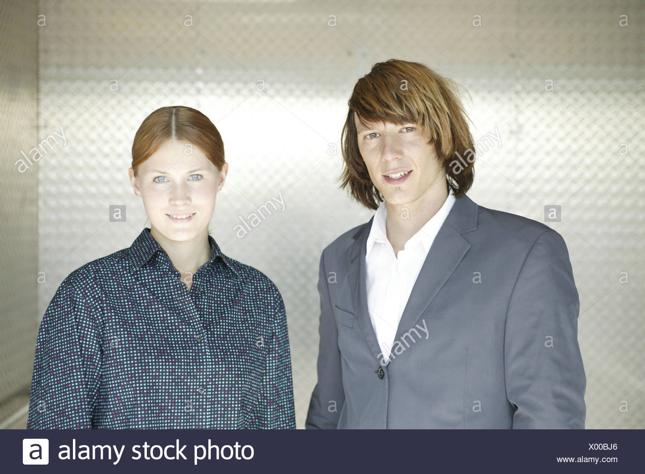 Couple, young, smile, half portrait, 15 - 20 years, woman, young, blouse, man, 20-30 years, sports jacket, suit, young persons, occupational beginners, occupational entrance, trainees, trainees, business, colleague, colleague, friendly, view camera, inside - Stock Image