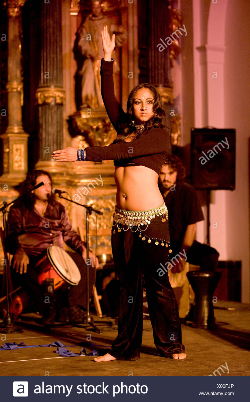 Dancer and musicians at a flamenco belly dance jam session in the chapel of the Monasterio de la Cartuja in Seville, Andalusia, - Stock Image