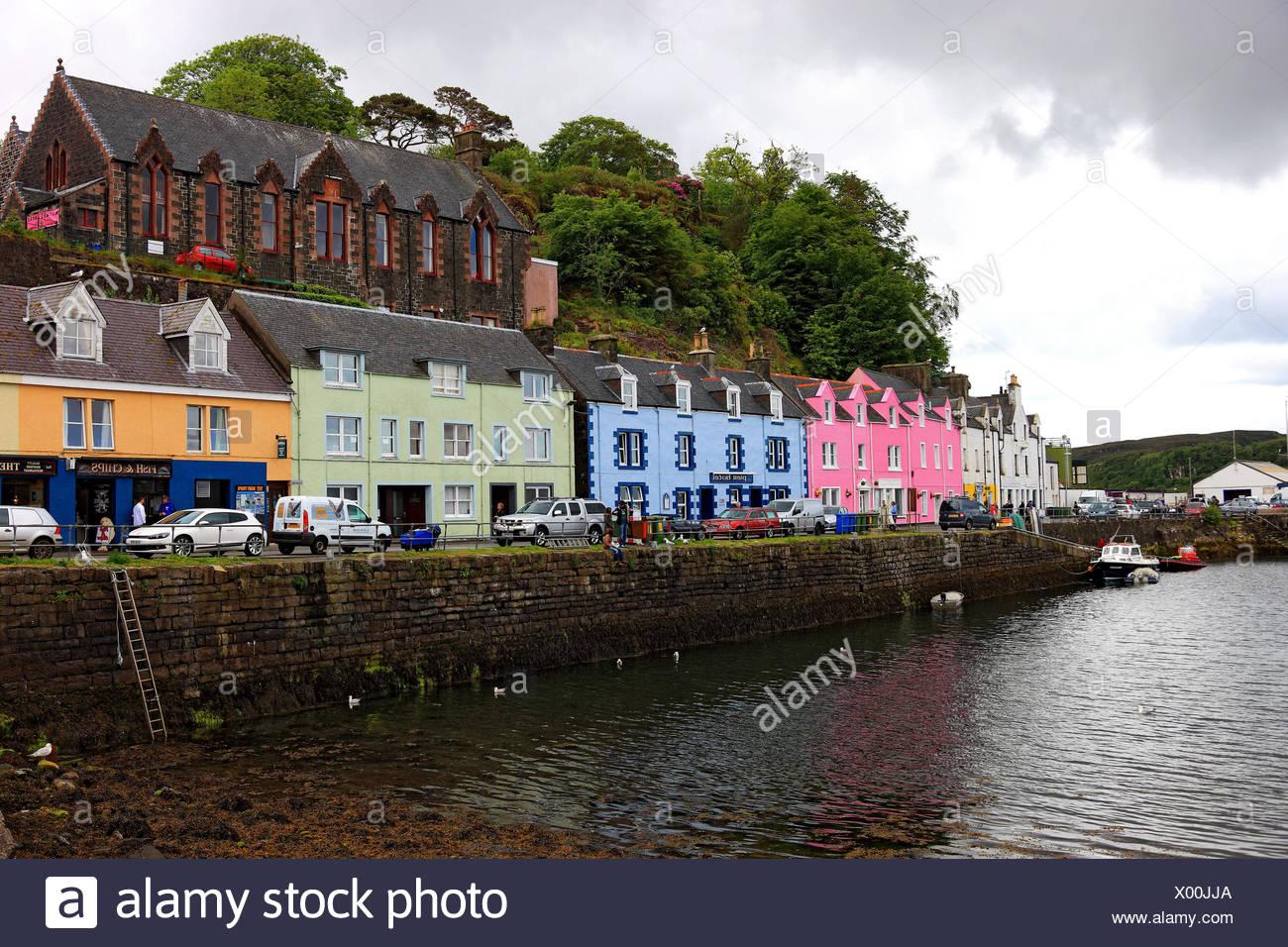 Schottland, die Inneren Hebriden, Isle of Skye, Stadt Portree, bunte ...