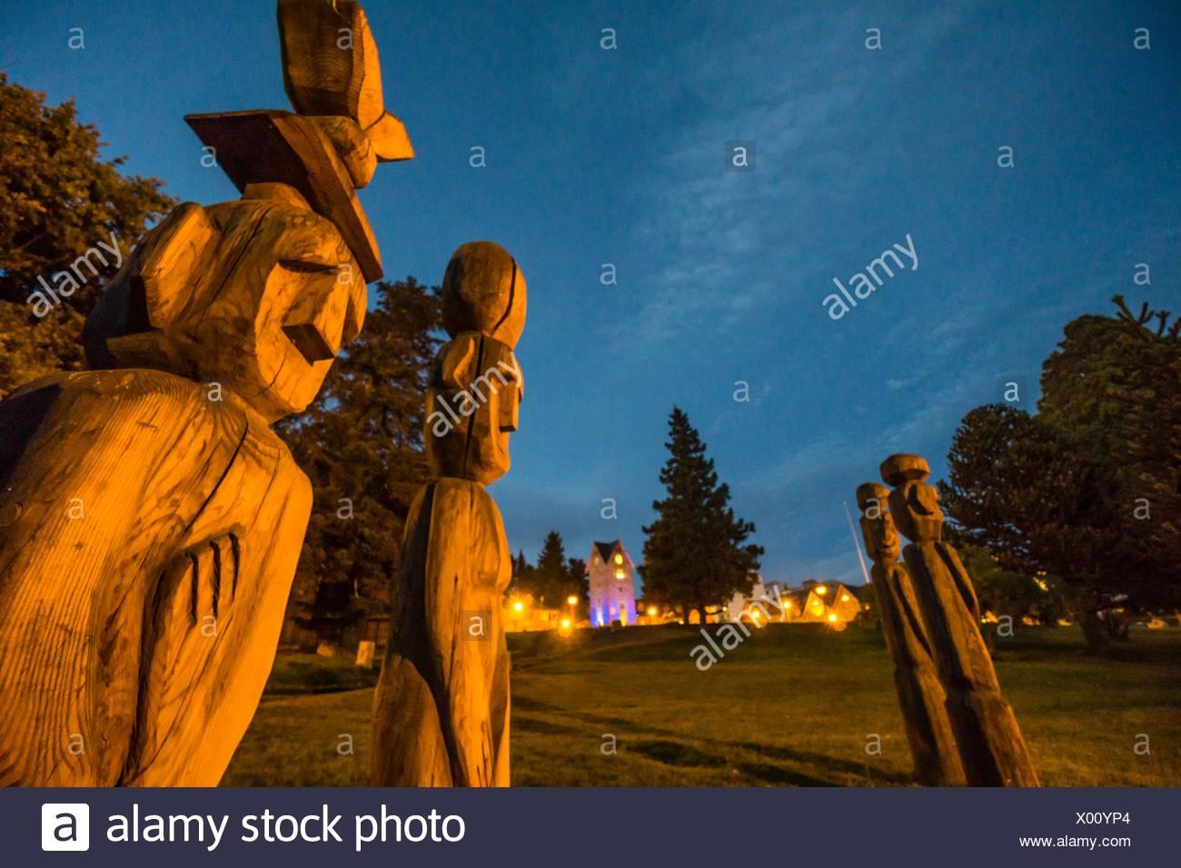 ´Chemamull´ carved wooden statues by Bernardo Oyarzún, San Carlos de Bariloche, Río Negro, Patagonia, Argentina - Stock Image