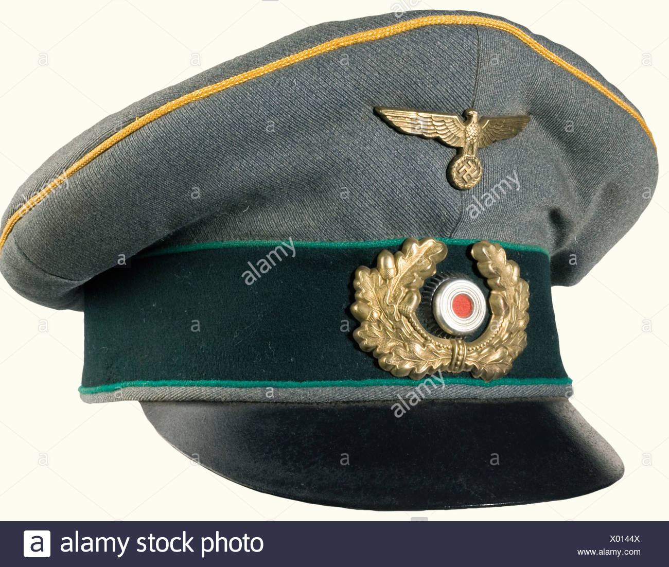 a1a99462ad8e An old style field cap, for officials of general rank. Fine field grey cloth