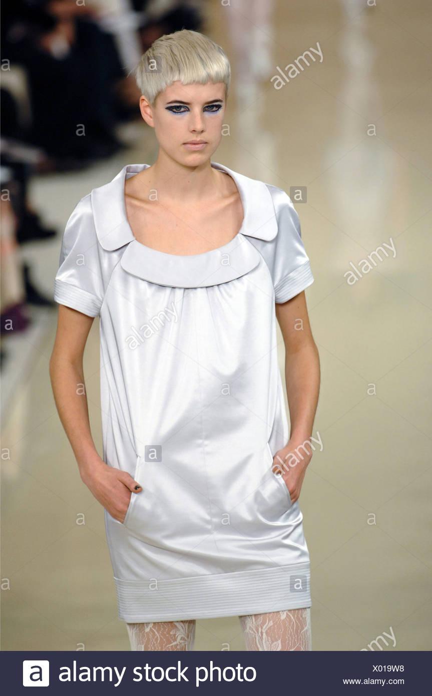 Karl Lagerfeld Paris Spring Summer Ready To Wear Female Short Bleached Blonde Hair Heavy Eye Makeup Wearing Metallic Silver Stock Photo Alamy