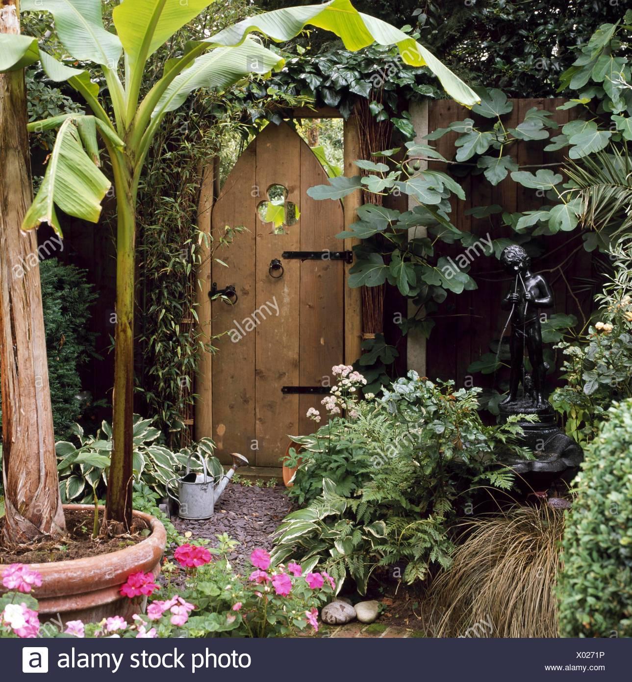 Garden Mirror Effect Stock Photos & Garden Mirror Effect Stock ...