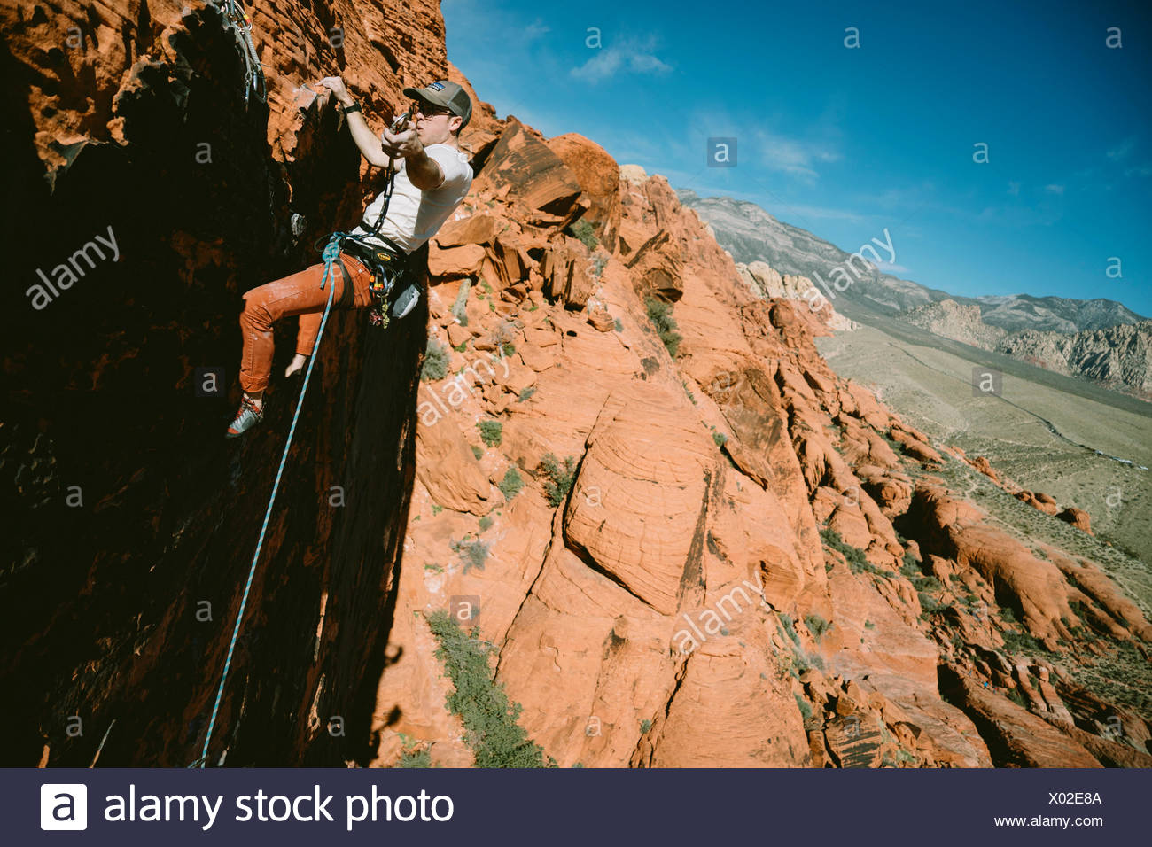 """A climber leading """"Brief Encounter"""" (5.8) on Panty Wall in Red Rock Canyon, Nevada Stock Photo"""