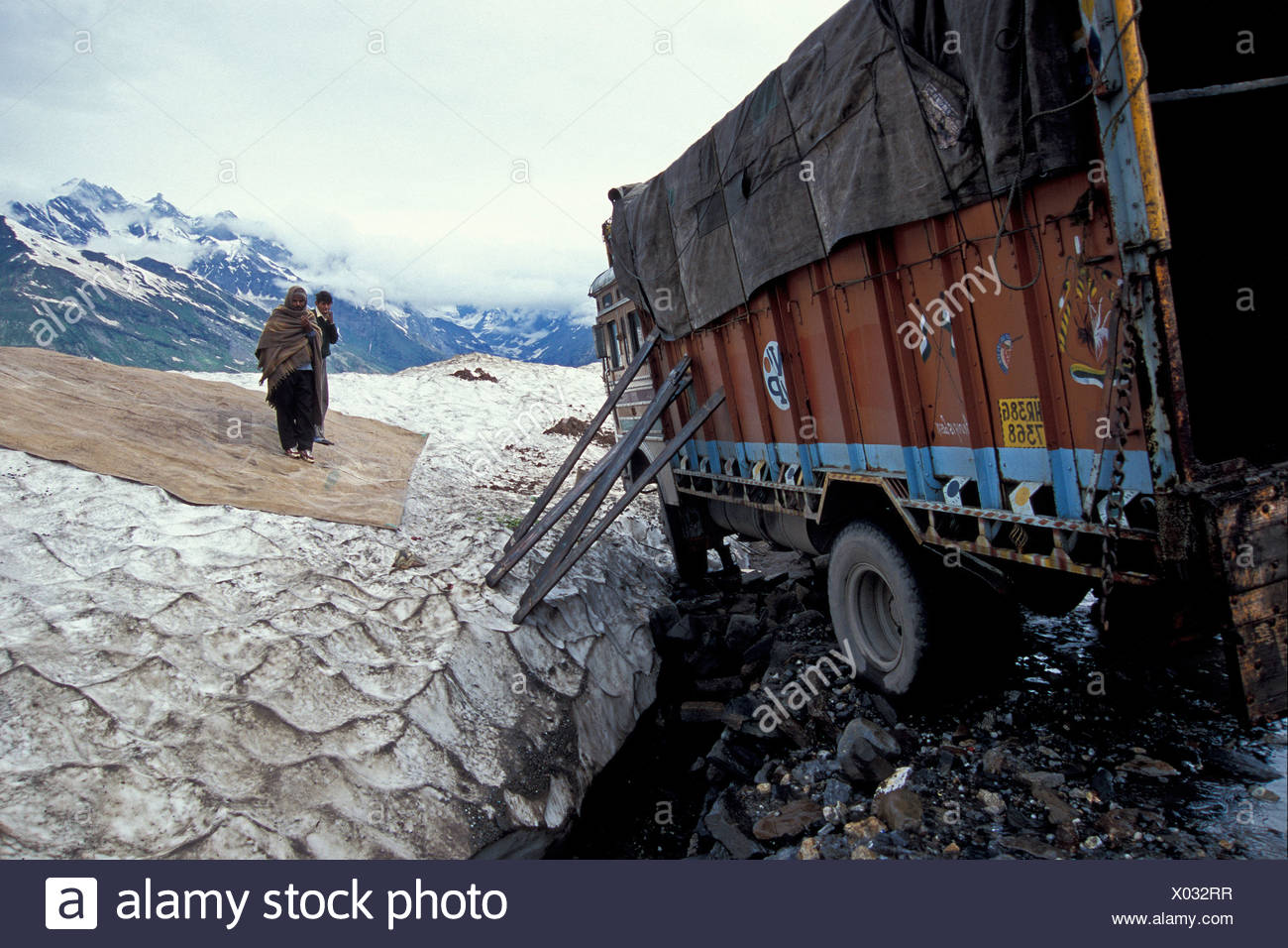 Truck with a broken axle on a pass, Rohtang Pass, Himachal Pradesh, Indian Himalayas, North India, India, Asia - Stock Image