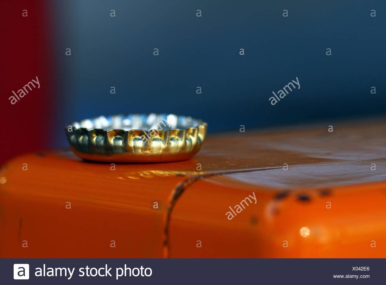 silver seal shutter mirrored huddled fasteners kronkorken flaschenverschluss - Stock Image