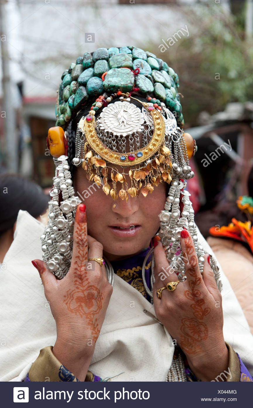 Portrait, richly decorated traditional bride at a wedding, jewellery, precious stones, Keylong, Lahaul and Spiti district - Stock Image