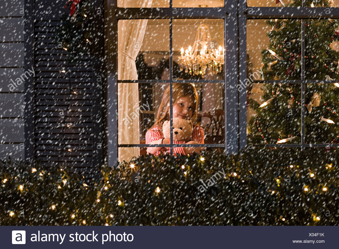 Girl looking at snow - Stock Image