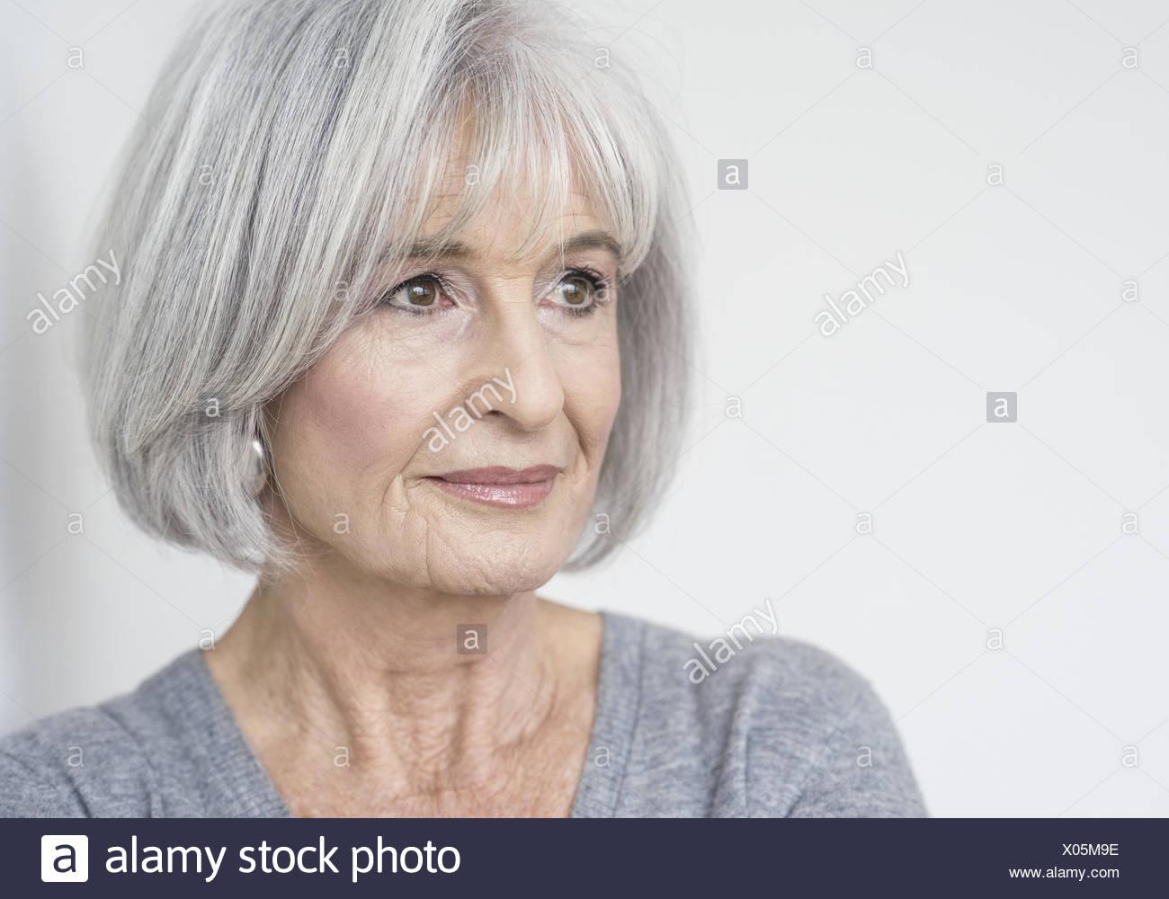 Haare frauen graue Kurze Haare