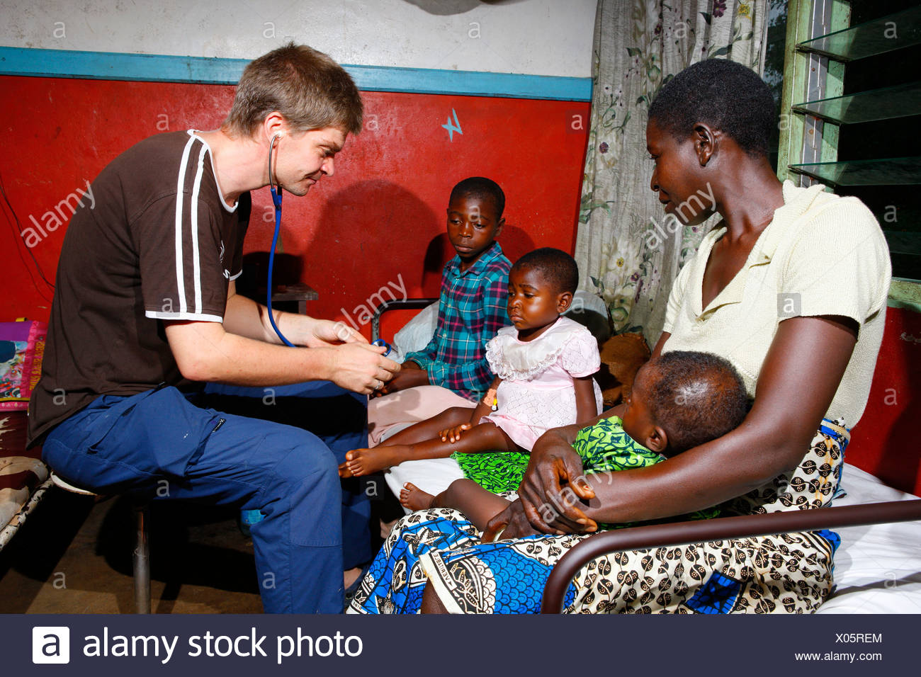 Doctors examining children, ward round in the children's ward, hospital, Manyemen, Cameroon, Africa - Stock Image