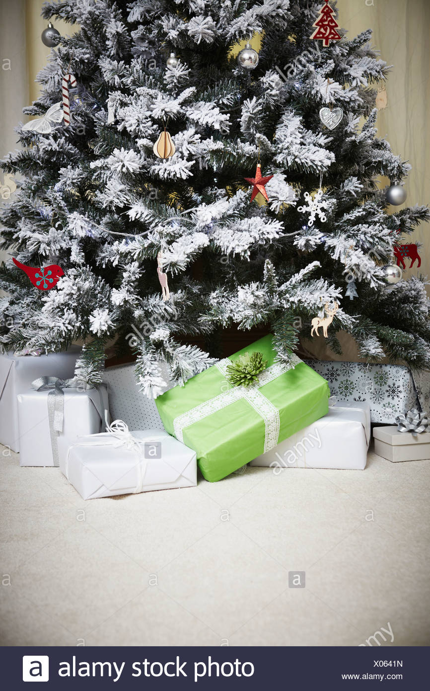 Decorated Christmas tree with gifts - Stock Image