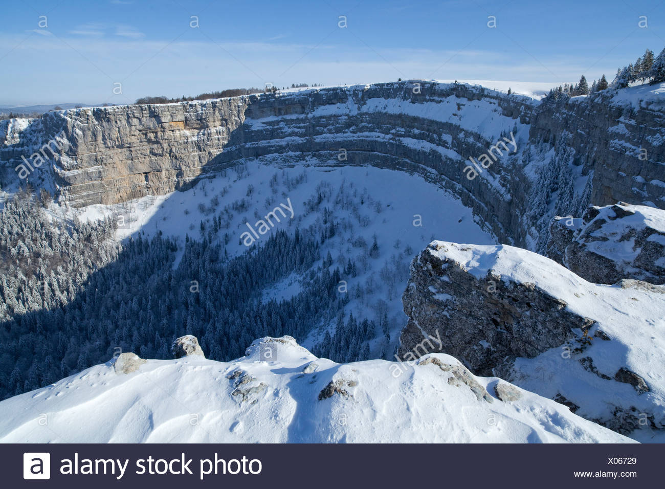 Creux du van, Val de Travers, Neuenburg Jura, canton, JU, snow, winter, cliff, rock, cliff, stone, mountains, Switzerland, Europ - Stock Image