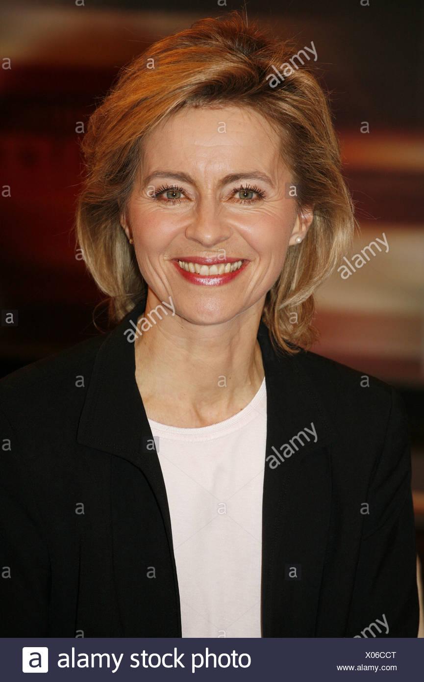 Leyen, Ursula von der, * 8.10.1958, German politician (CDU), portrait, guest in TV show 'Johannes B. Kerner', Hamburg, 18.2.2009, Additional-Rights-Clearances-NA - Stock Image