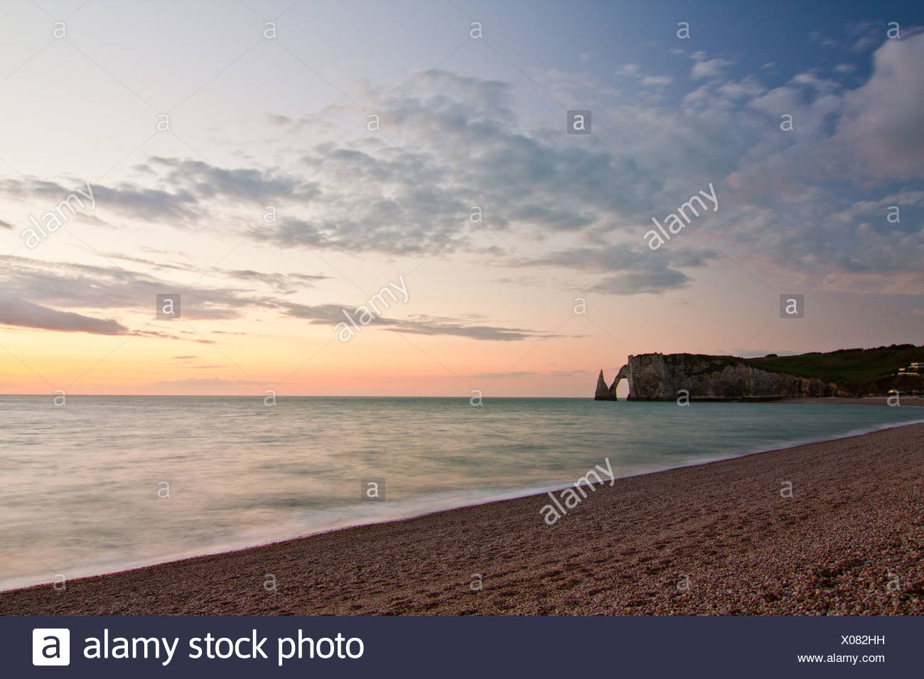 Coast of Etretat (Étretat) and Porte d'Aval - Stock Image