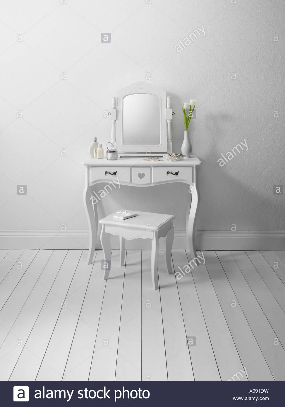Dresser and stool in minimalist room - Stock Image