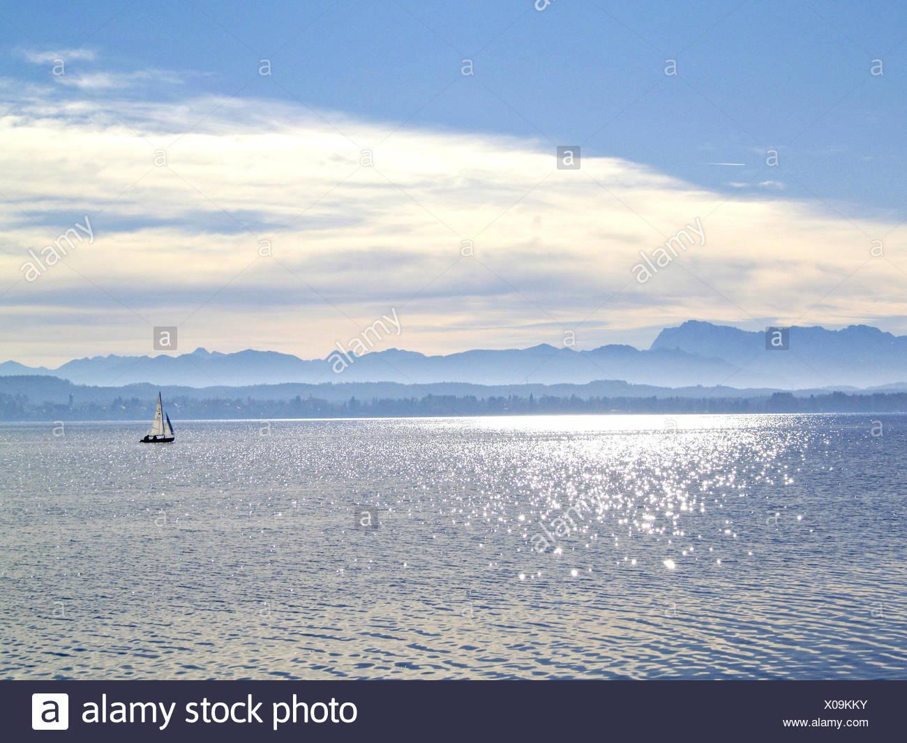 Deutschland, Bayern, Herbststimmung am Starnberger See - Stock Image