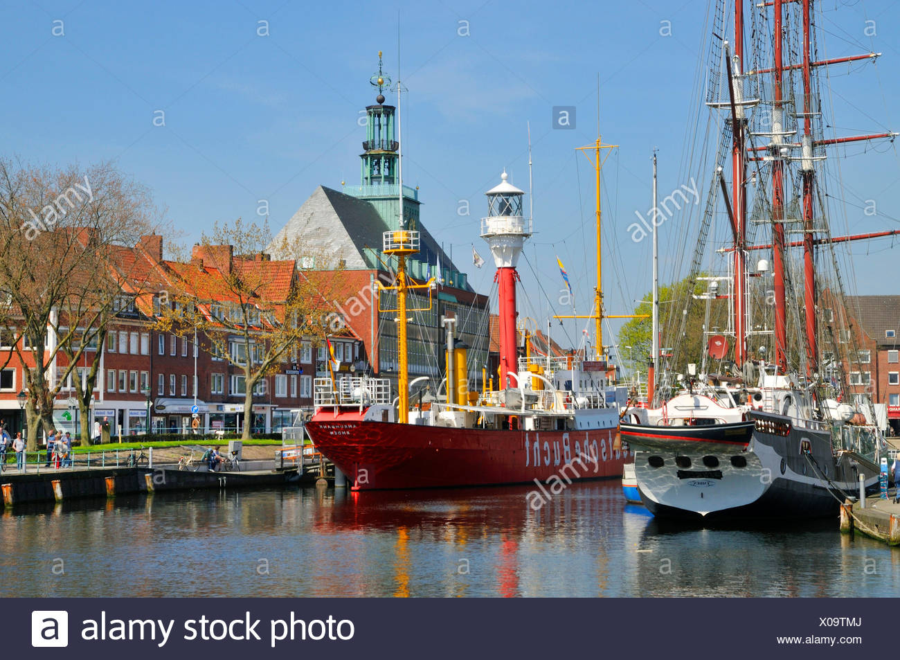 Traditionsschiff und Museumsschiff Deutsche Bucht im Ratsdelft vor dem Emder Rathaus, Niedersachen, Ostfriesland, Emden   tradit - Stock Image