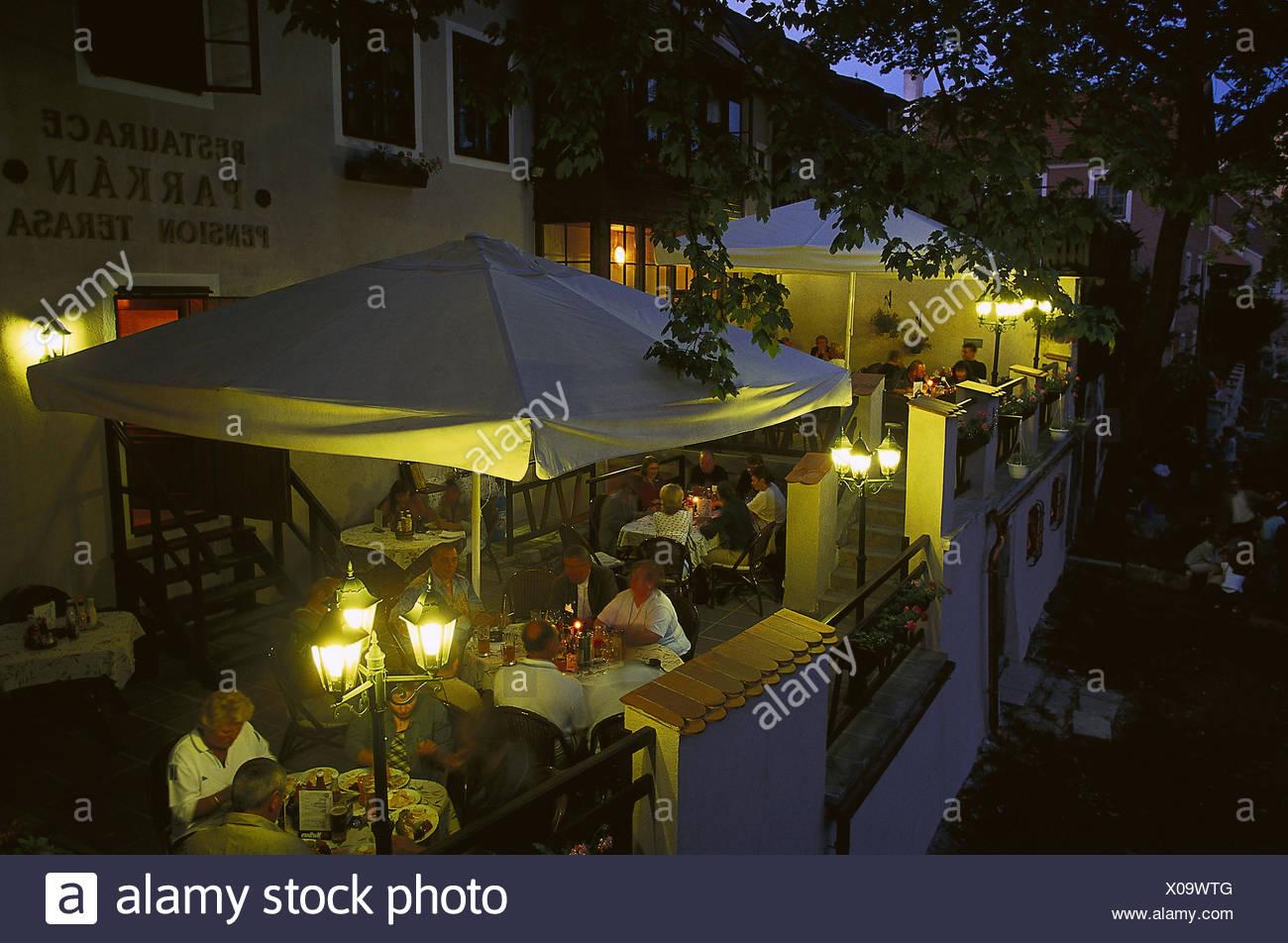 Wundervoll Tschechische Republik, Südböhmen, Cesky Krumlov, Moldauufer, Cafe, Terrasse,  Gäste, Abend, No Model Release! Europa, Osteuropa, Tschechien, Ceská  Republika, ...