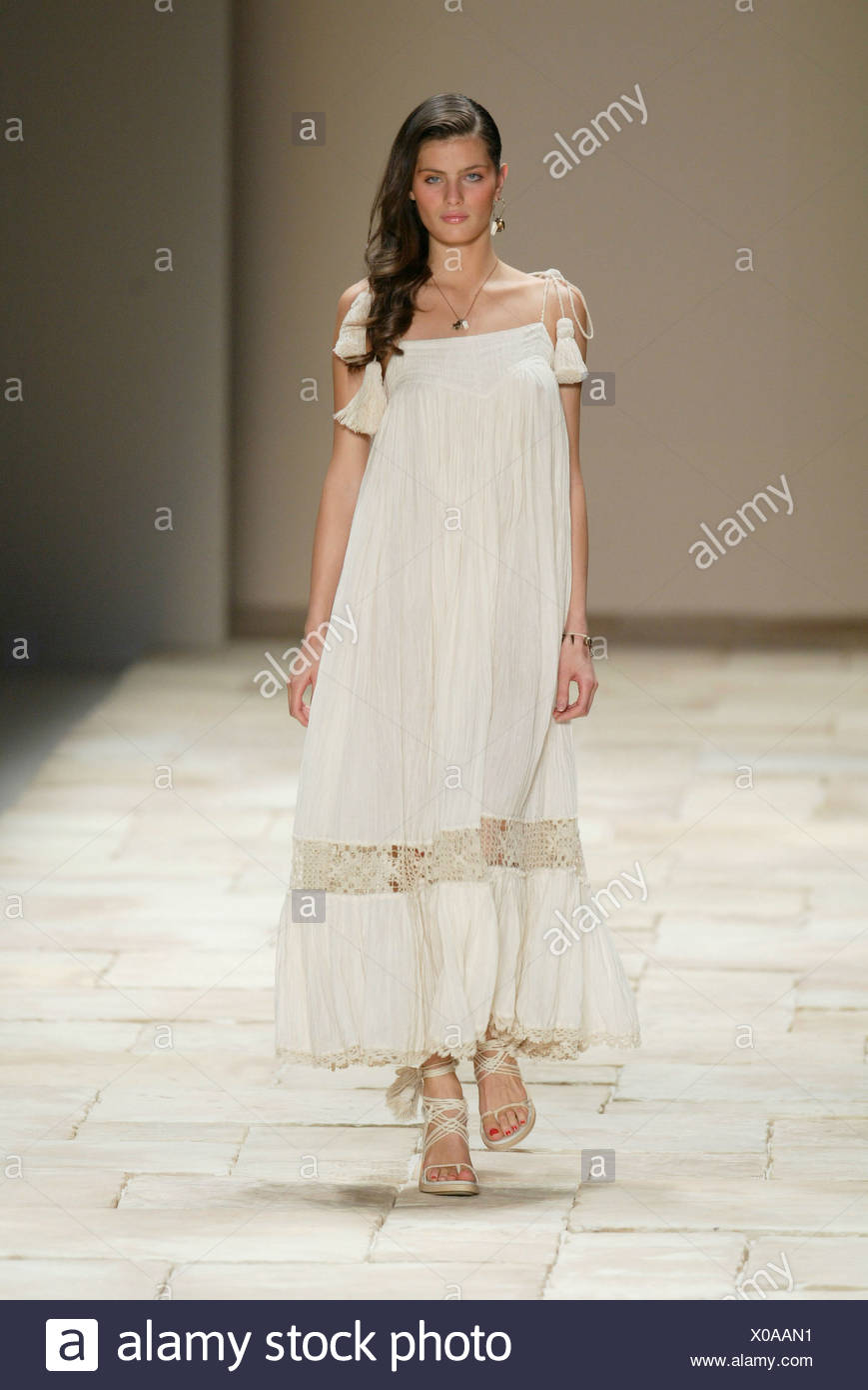 10778c338334 Givenchy Paris Ready to Wear Spring Summer Model long brunette hair to side  and dangly earring