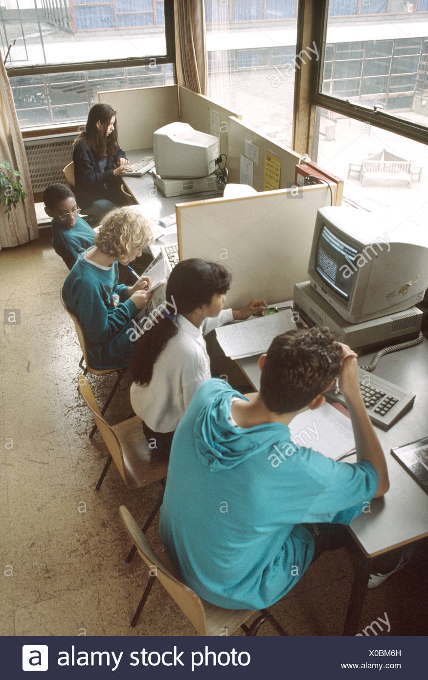 secondary school children at the computer - Stock Image