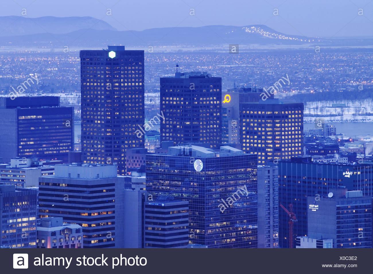 Kanada, Quebec, Montreal, Downtown, Stadtansicht, Dämmerung, Winter  Nordamerika, Canada, Hochhäuser, Wolkenkratzer, Bürogebäude, Bürohochhäuser, Urbanität, Stadtbild, winterlich, Jahreszeit, Abend - Stock Image