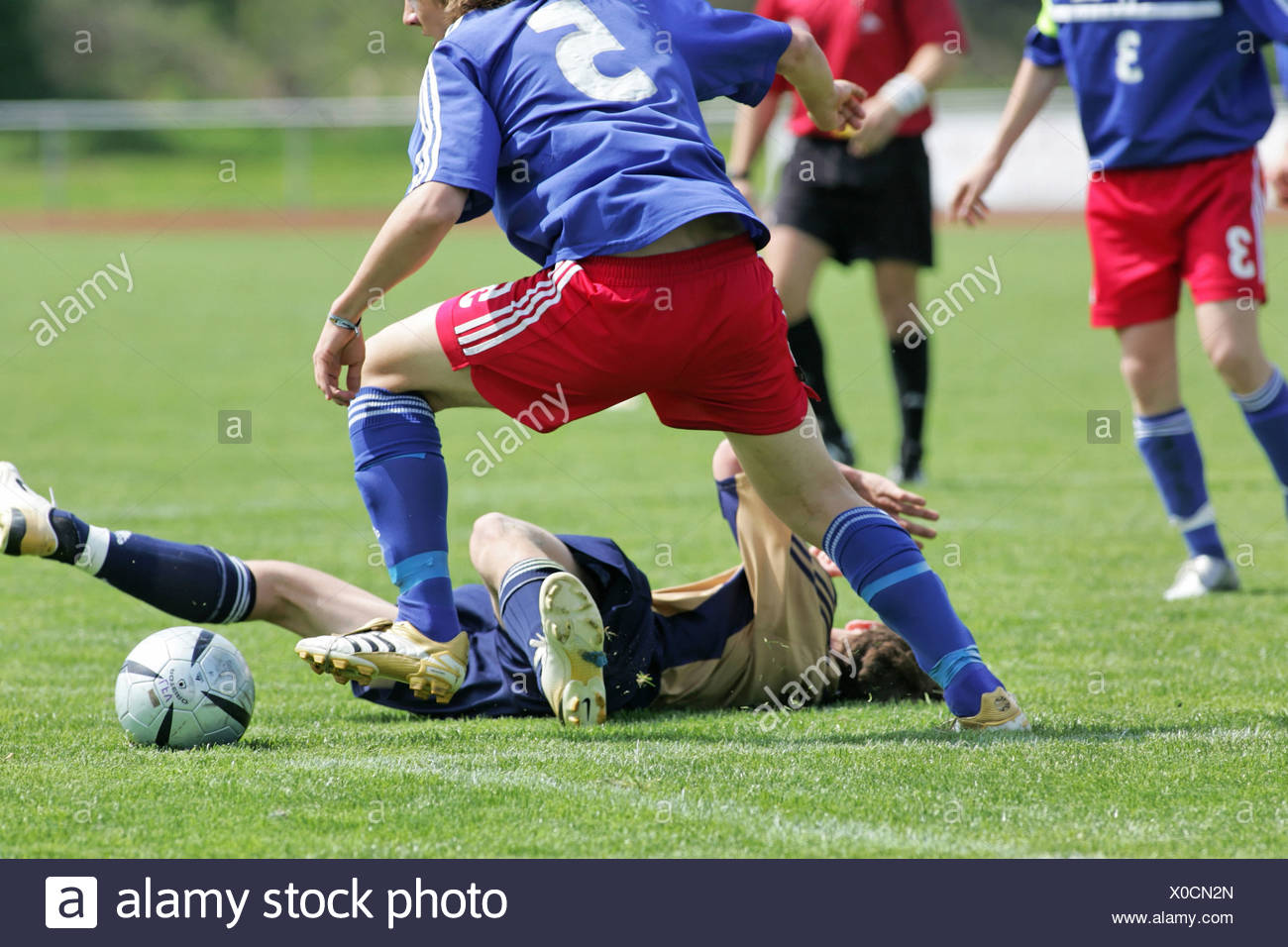 juniors football U15 RB FL soccer play scene play game match foul sports juniors children teenagers yout - Stock Image
