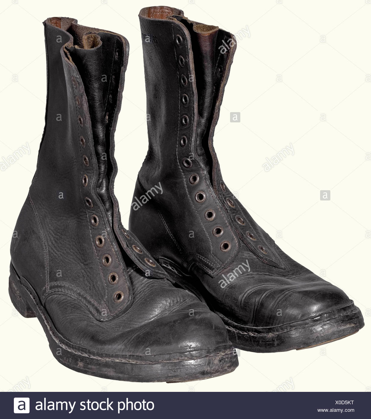 A 2nd model paratrooper boots., Black leather, leather soles (resoled, heavily worn, iron reinforcement). Heels are grooved for ski bindings. Twelve eyelets for the laces (missing). historic, historical, 1930s, 1930s, 20th century, Air Force, branch of service, branches of service, armed service, armed services, military, militaria, air forces, object, objects, stills, clipping, clippings, cut out, cut-out, cut-outs, uniform, uniforms, piece of clothing, clothes, outfit, outfits, accessory, accessories, utensil, piece of equipment, utensils, Additional-Rights-Clearances-NA - Stock Image