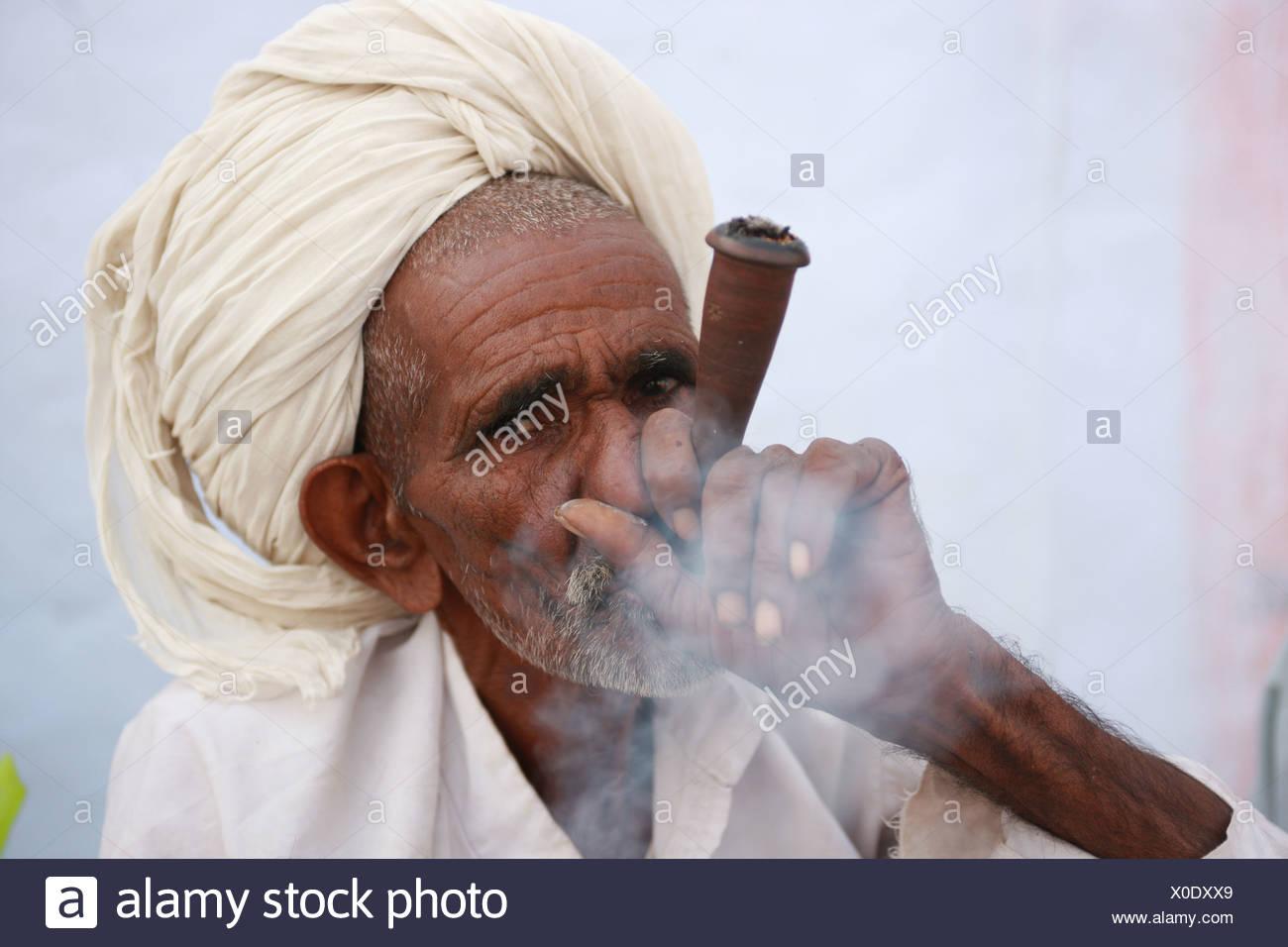 Ganja, Pushkar, Rajasthan, India, Asia, holy man, yogi, ascet, ascetic, ashram, pilgrim, ashes, turban, flower, meditation - Stock Image