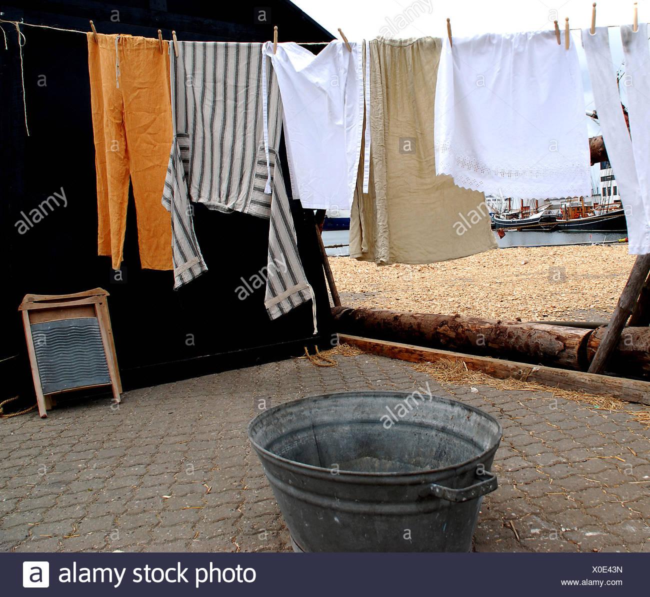 Wash Washing Dry Clothesline Laundry Bath Tub Tub Bathtub Washboard Hanged    Stock Image